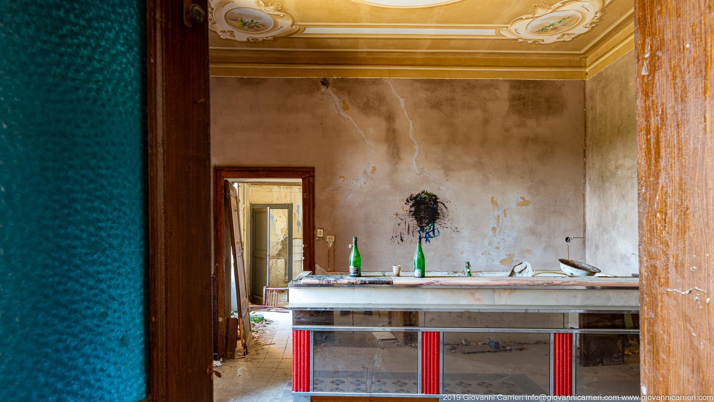 Un bar abbandonato