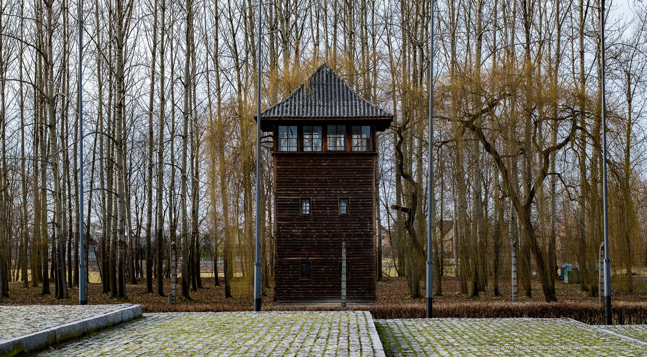 Strade nel campo di concentramento