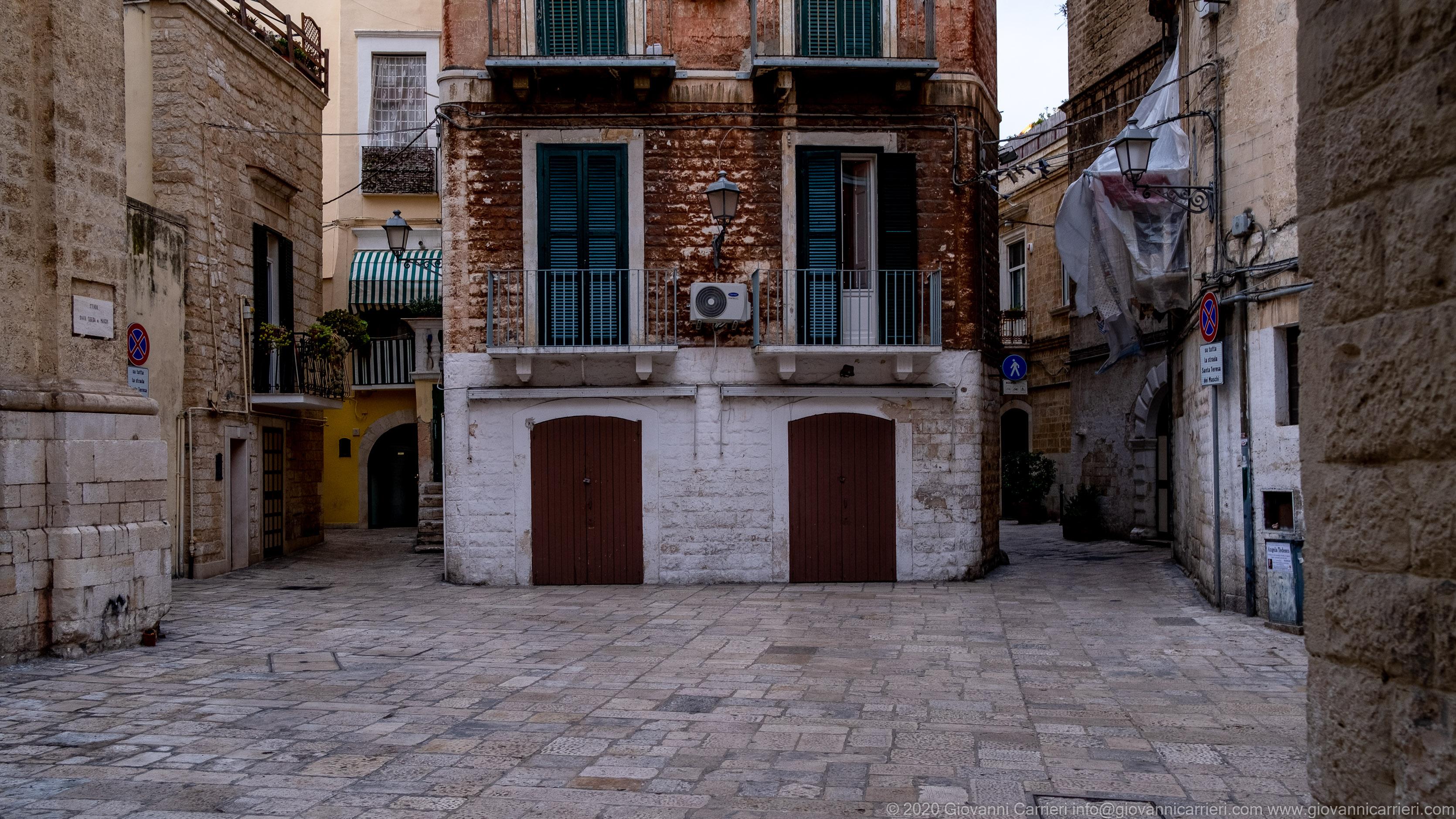 Strada Santa Teresa dei Maschi