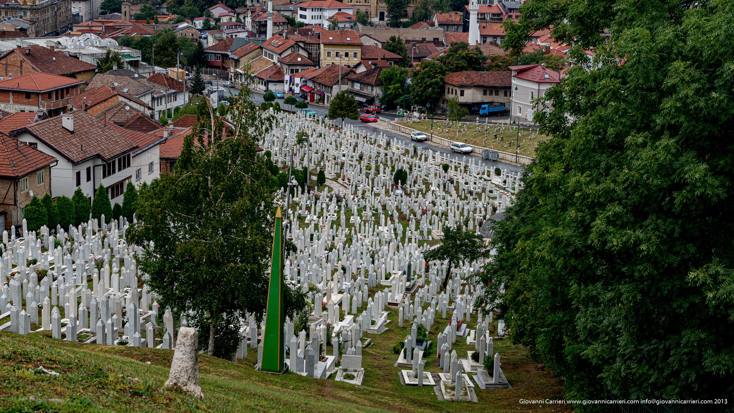 Uno dei tanti cimiteri di Sarajevo