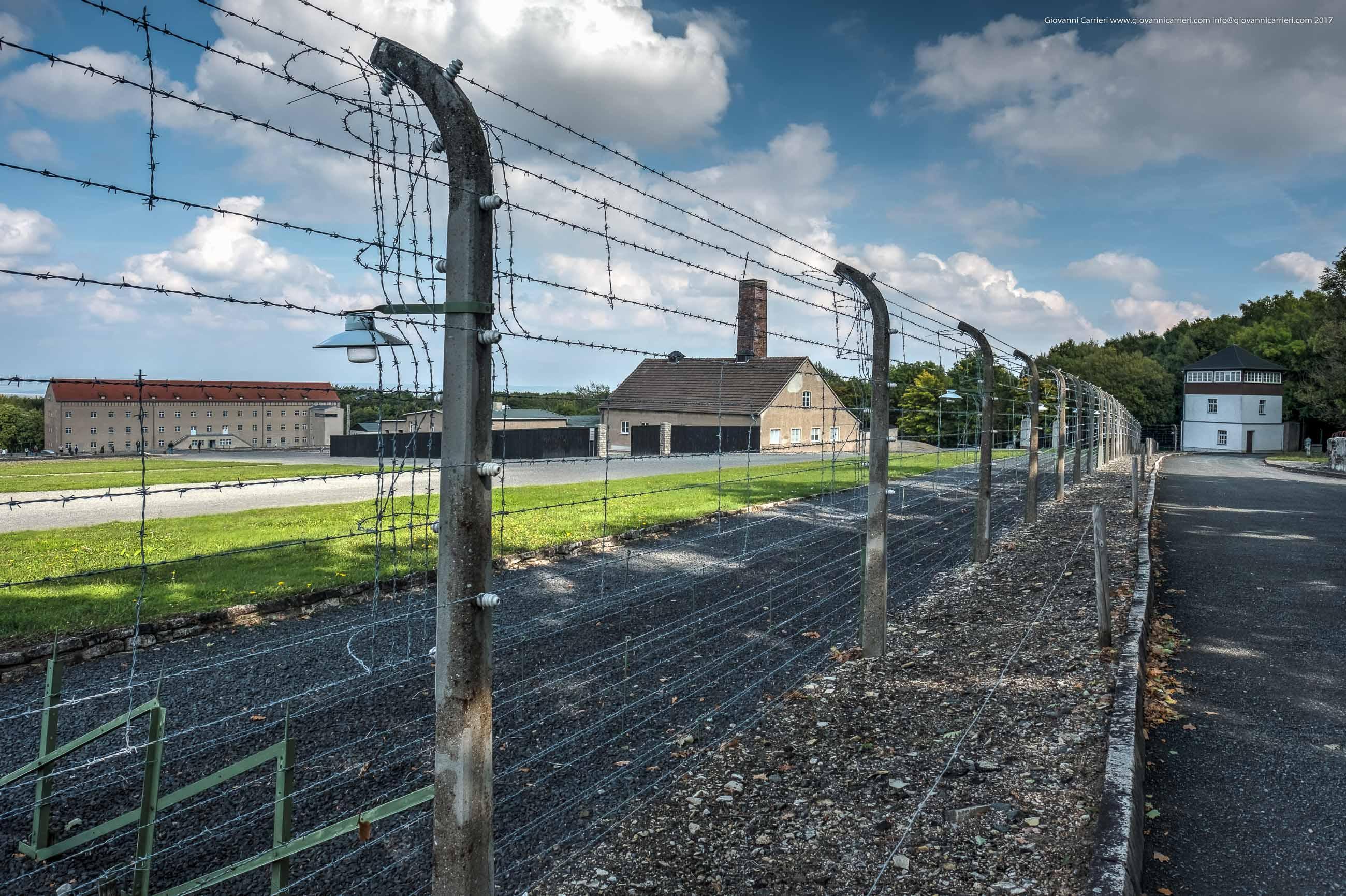 Il perimetro e una delle torri di guardia di Buchenwald