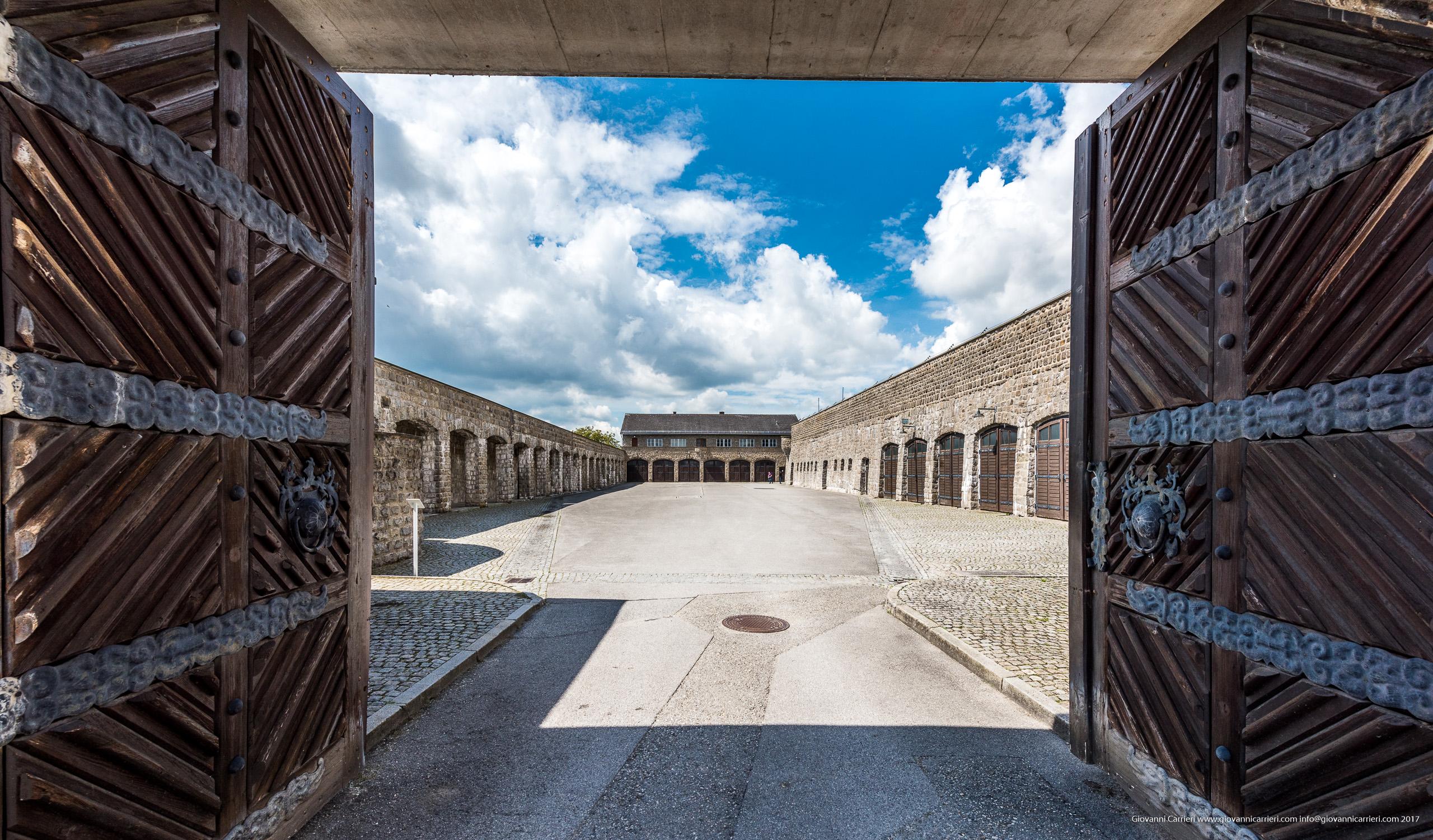 L'ingresso ai garage del Campo di concentramento di Mauthausen
