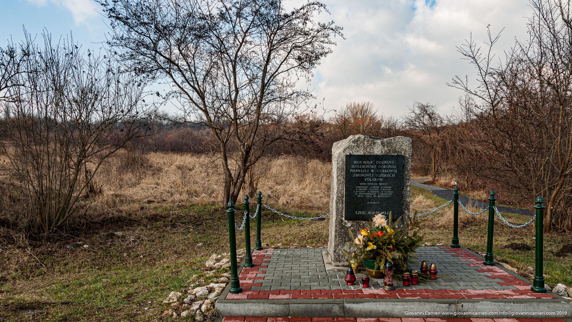 Una stele commemorativa