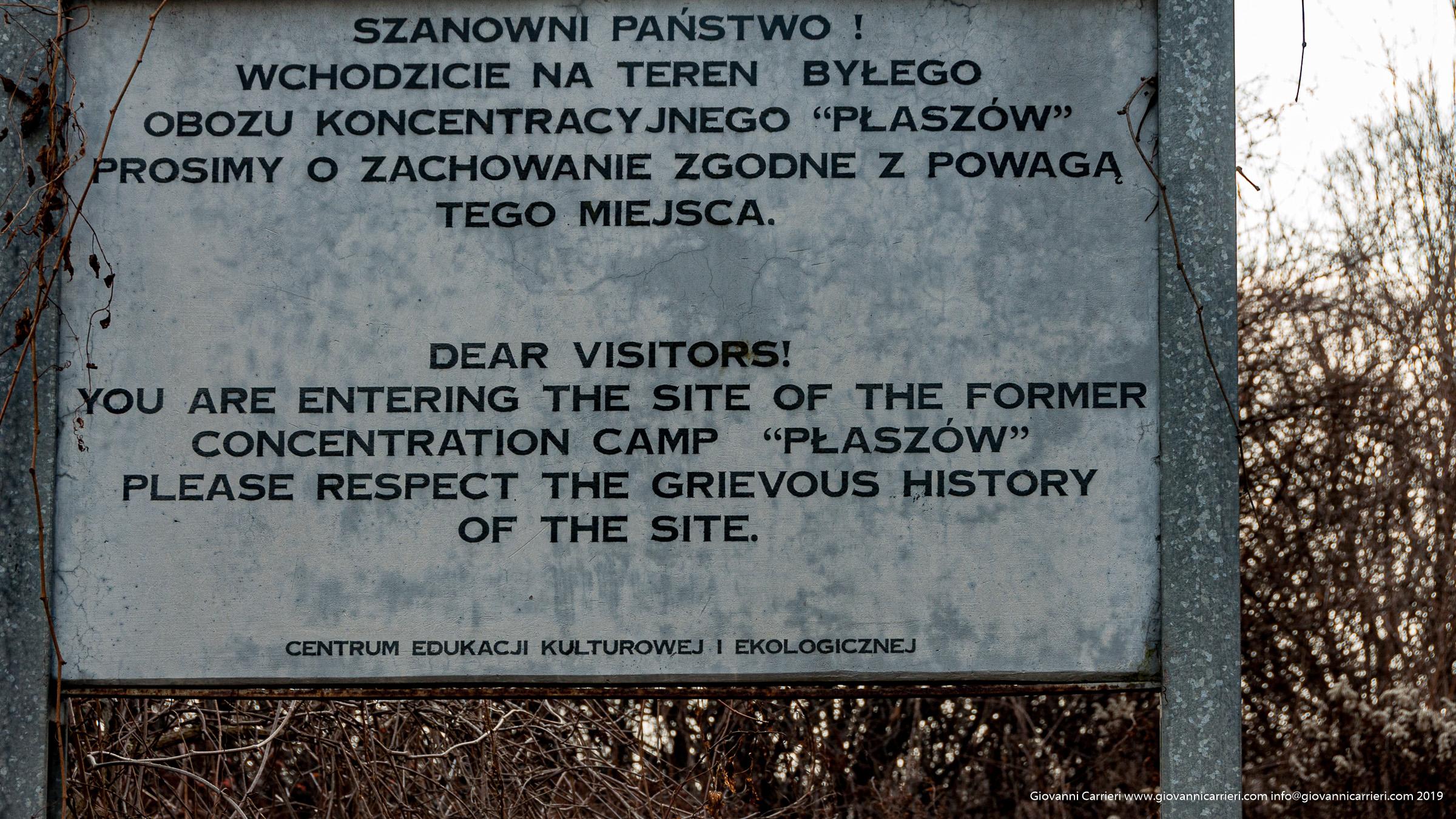 Il cartello all'ingresso principale di Plaszów