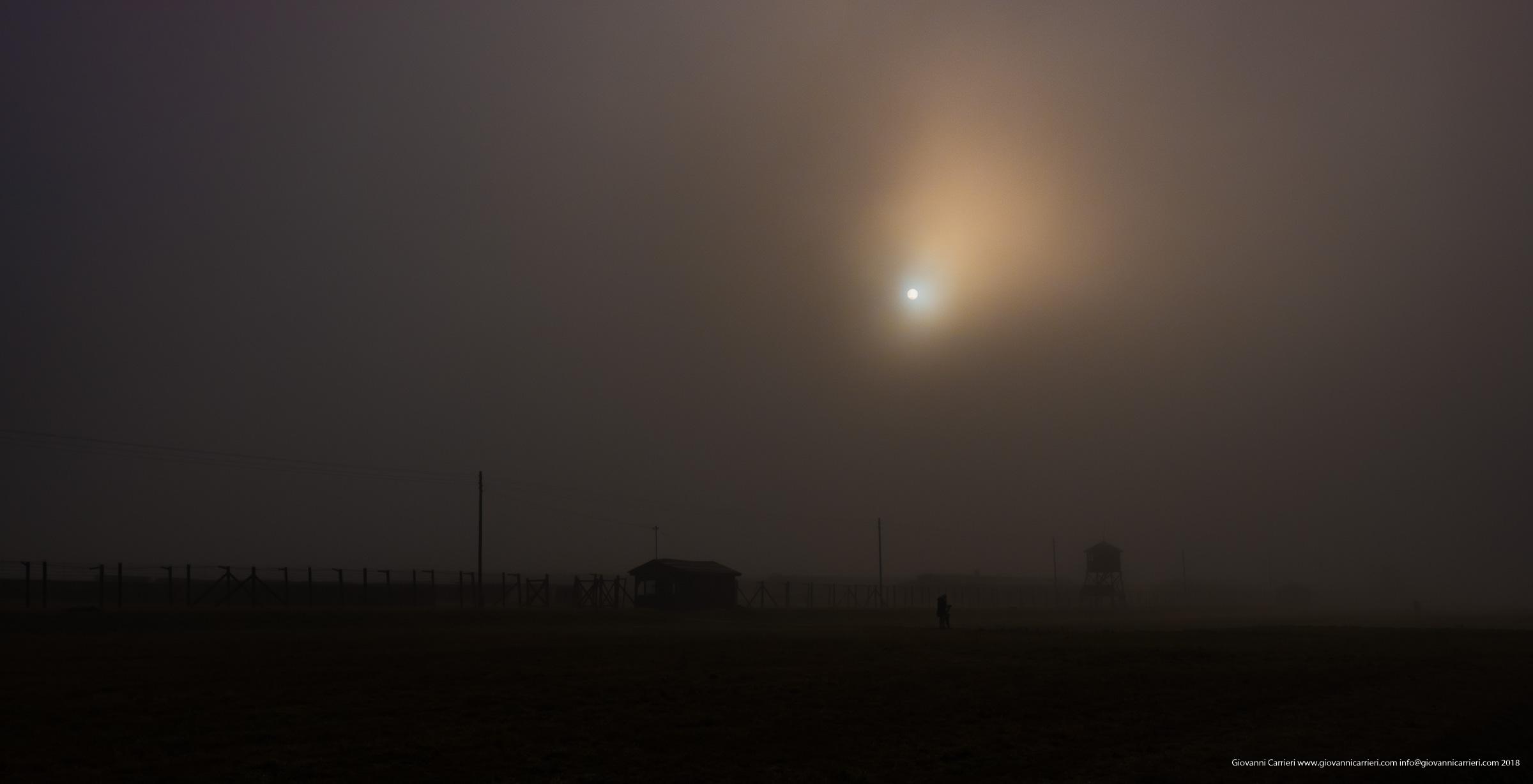 Il campo di concentramento di Majdanek sotto la nebbia