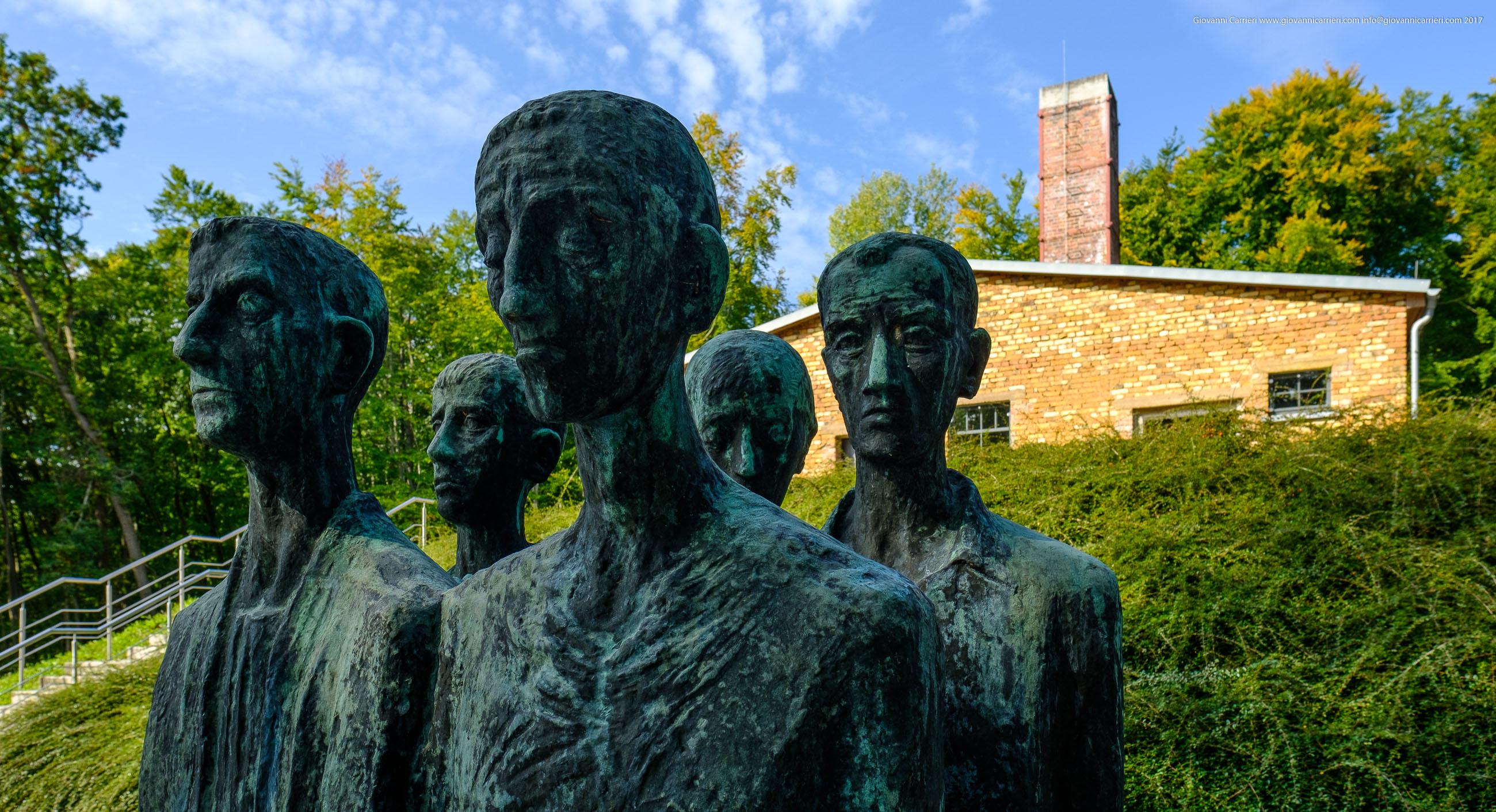 Monumento ai prigionieri posto esternamente al crematorio di Mittelbau-Dora
