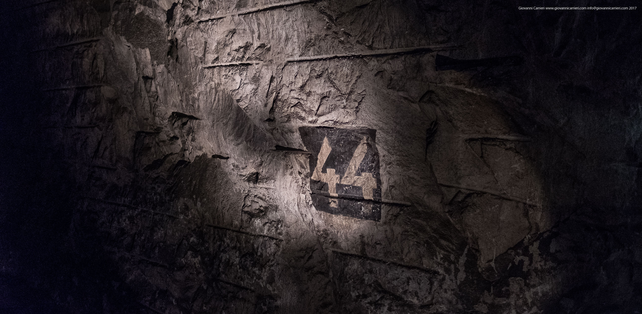 Insegne naziste nel bunker, Mittelbau-Dora