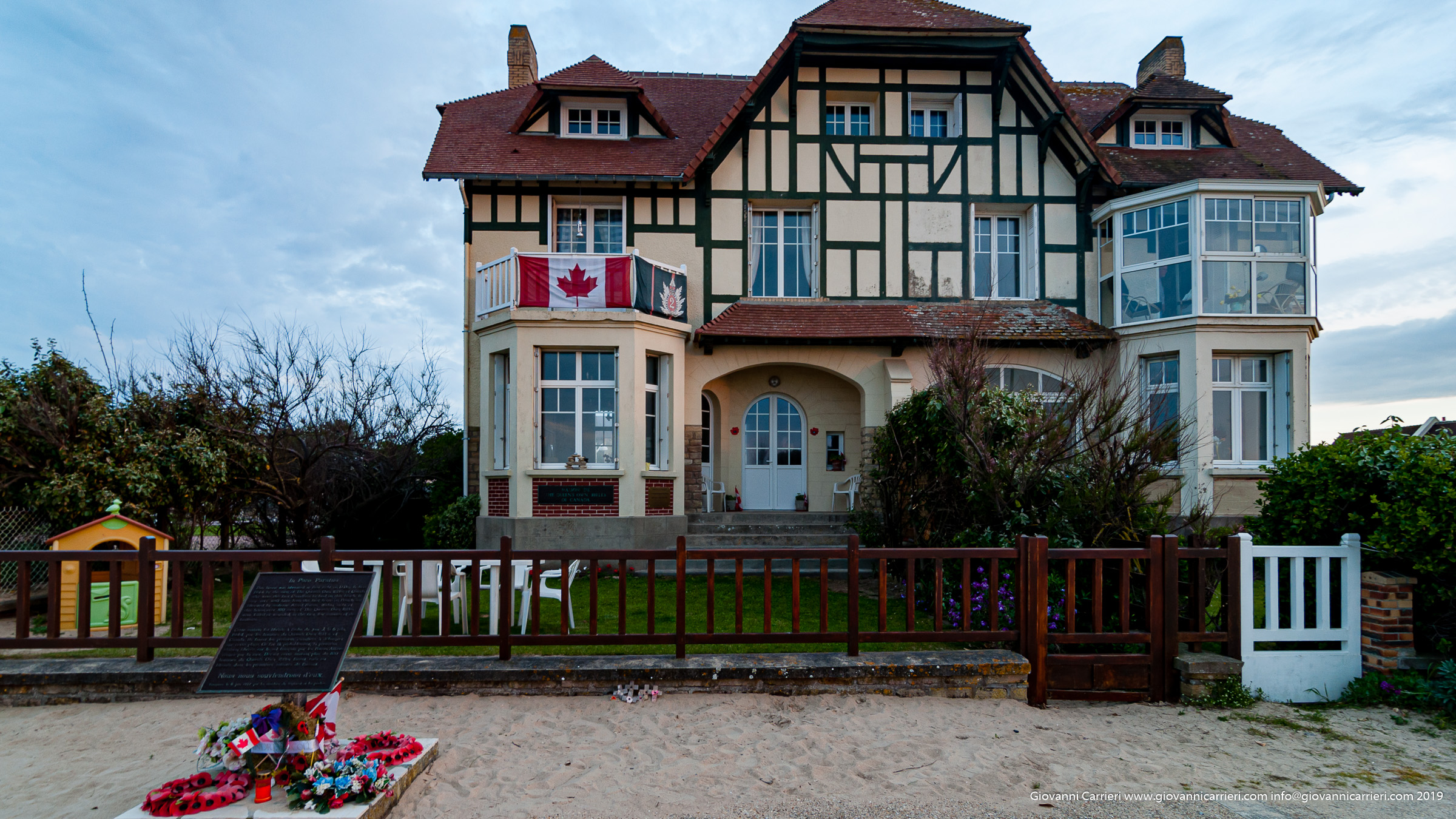 La prima casa liberata a Juno Beach durante lo sbarco in normandia.  Operazione Overlord 6 giugno 1944