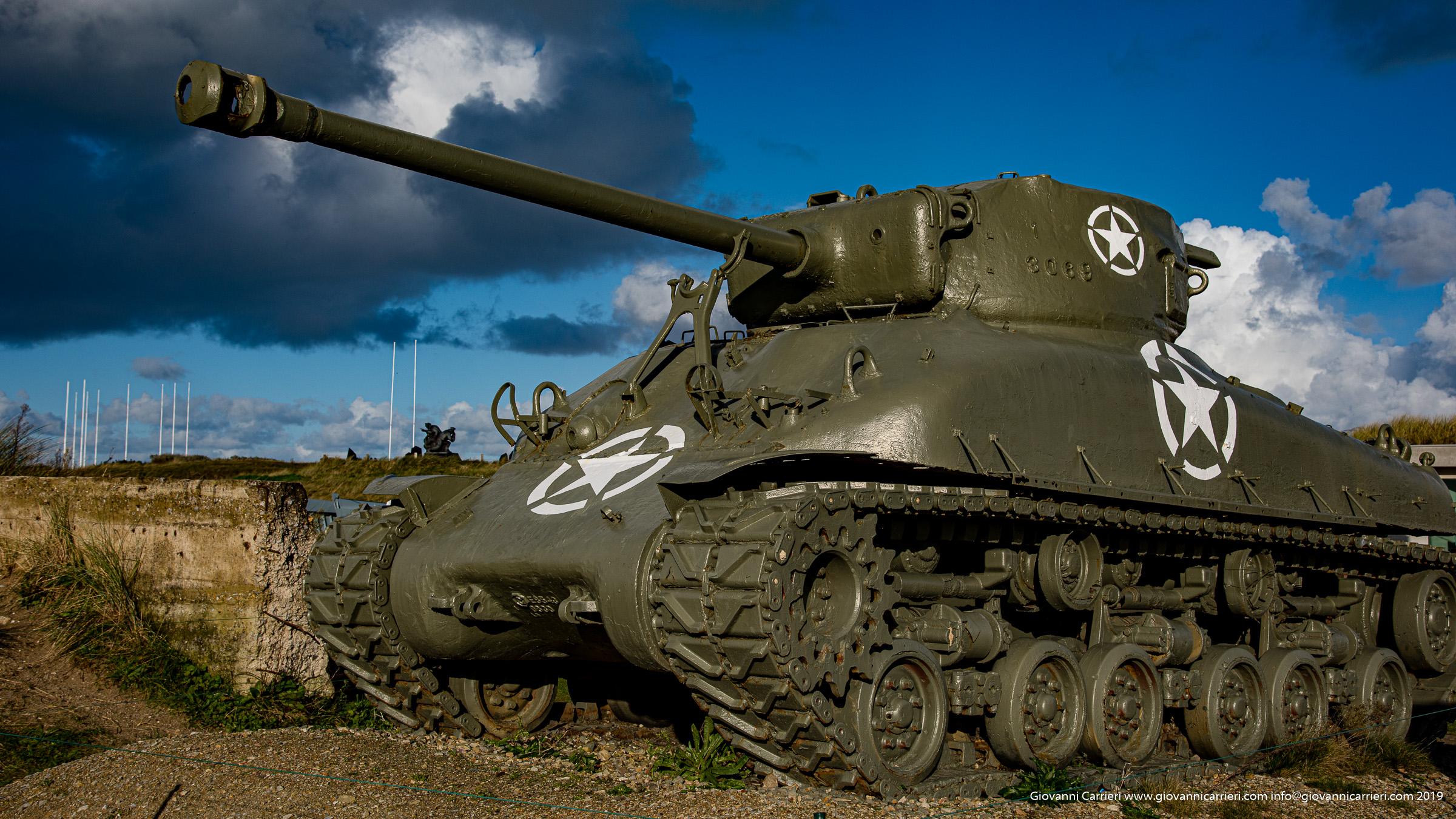 Un carro armato americano Sherman M4 presso la spiaggia di Utah