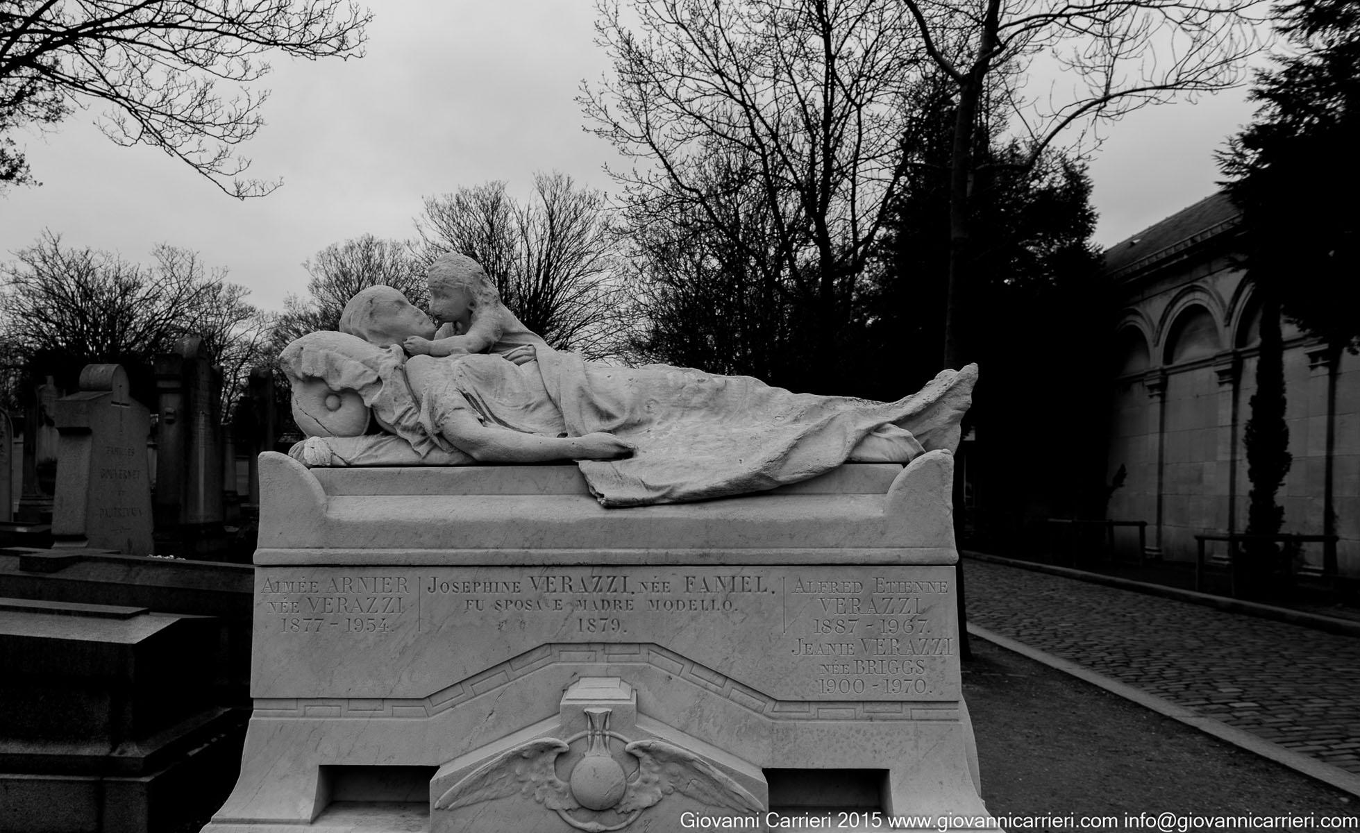 La tomba di Josephine Verrazzi e del figlio