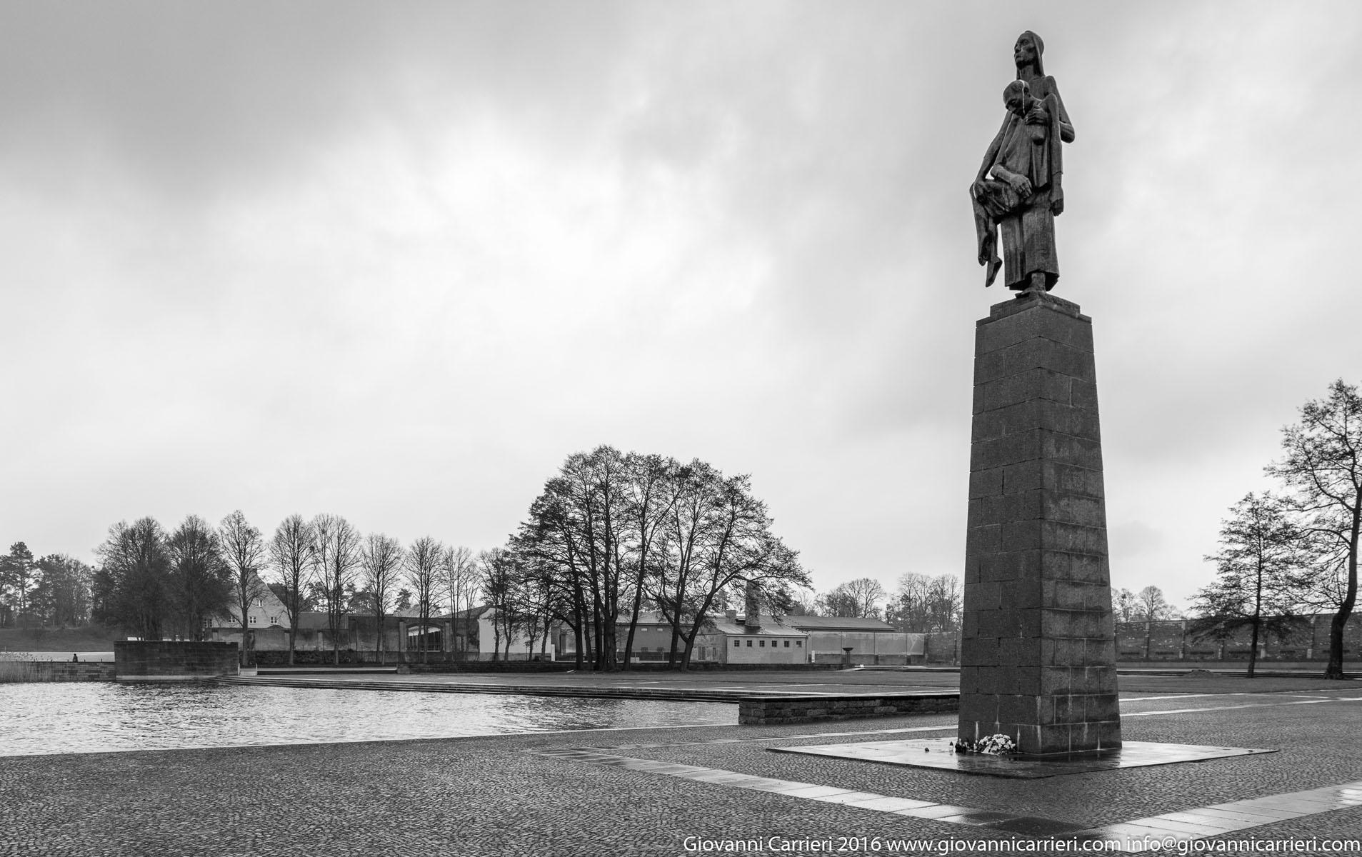 La statua commemorativa, di Will Lammert, Tragende