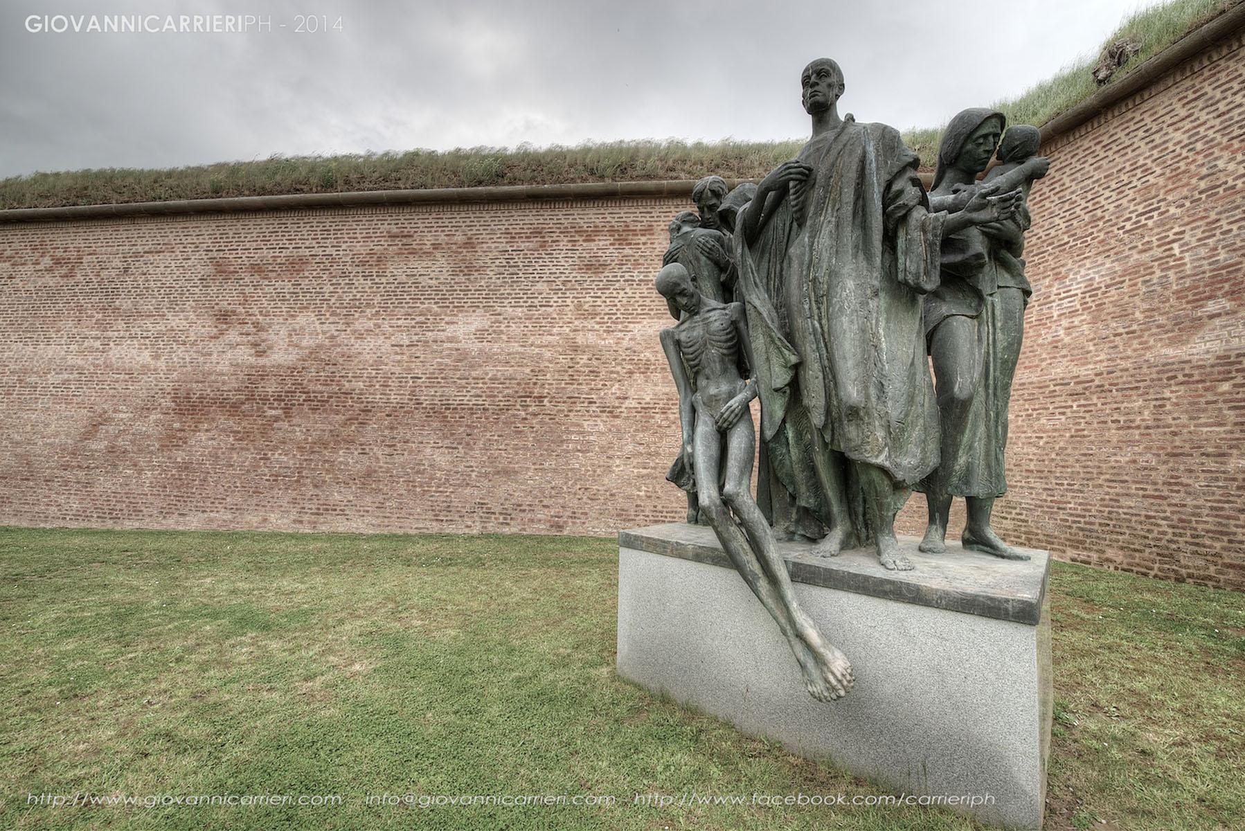 Il monumento a memoria dei caduti nella fortezza di Theresienstadt
