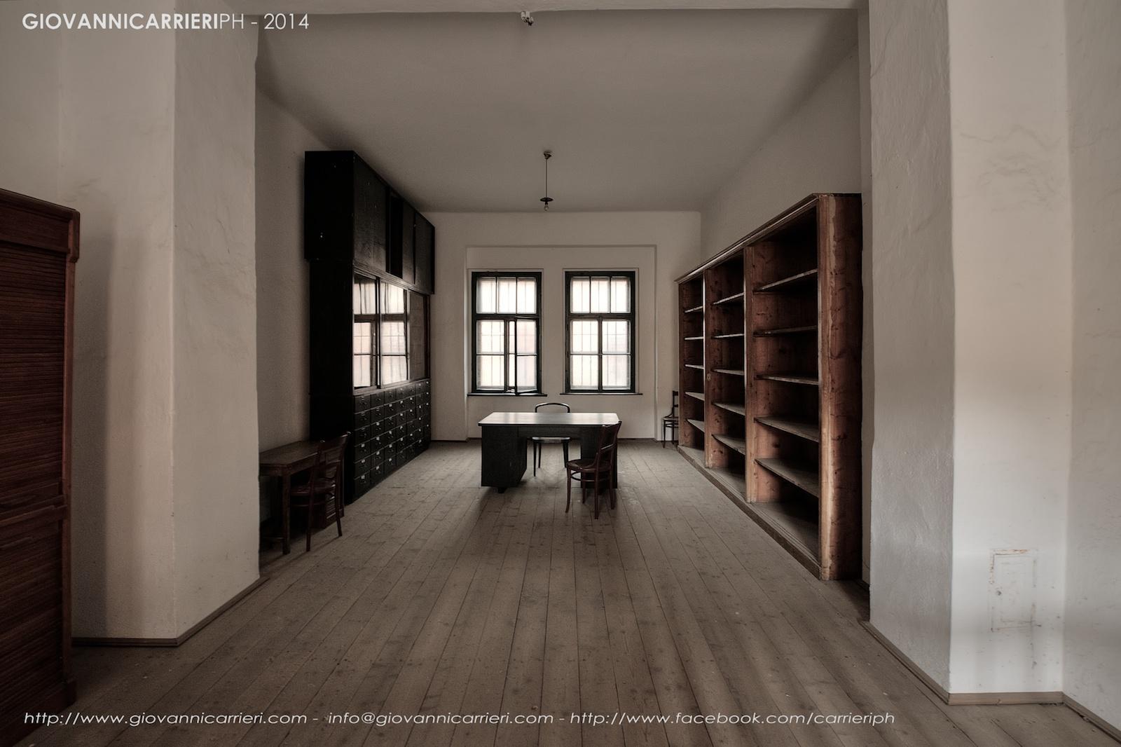 Il magazzino degli abiti, i prigionieri erano costretti a spogliarsi ed a indossare uniformi scartate di eserciti sconfitti. Theresienstadt