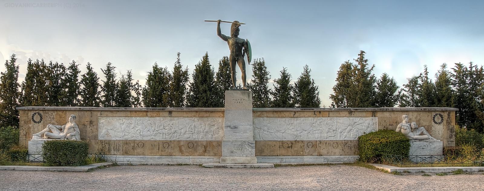 Il monumento commemorativo della battaglia delle Termopili