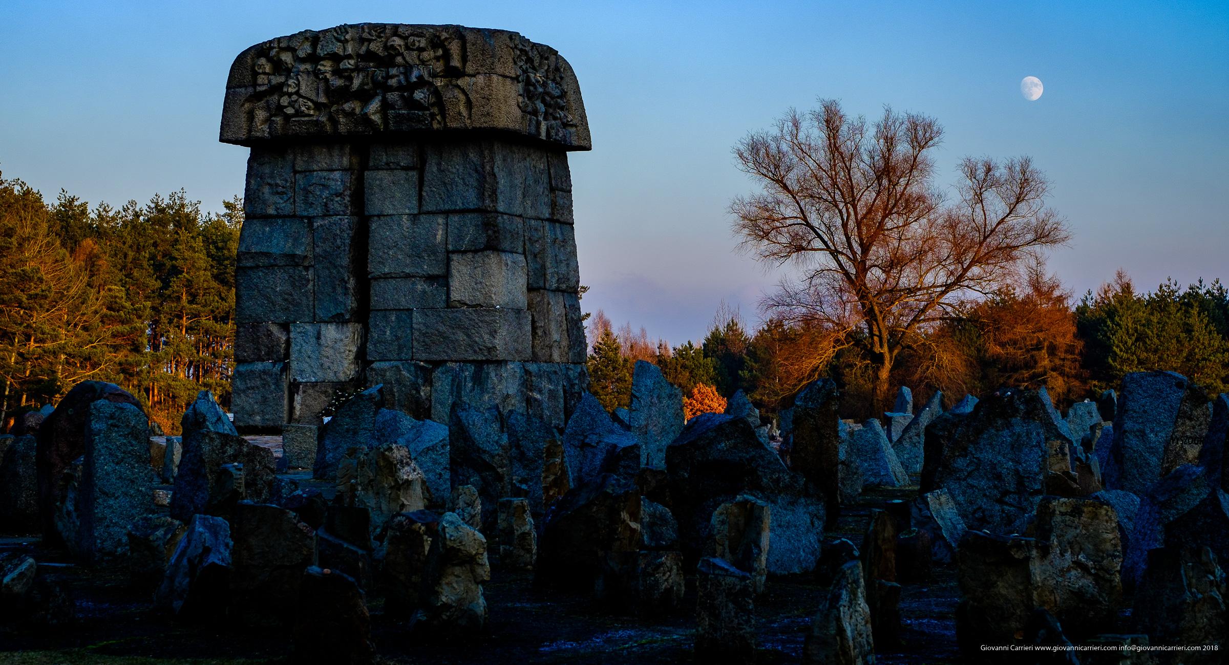 Il memoriale e le lapidi in memoria delle vittime del campo di sterminio di Treblinka
