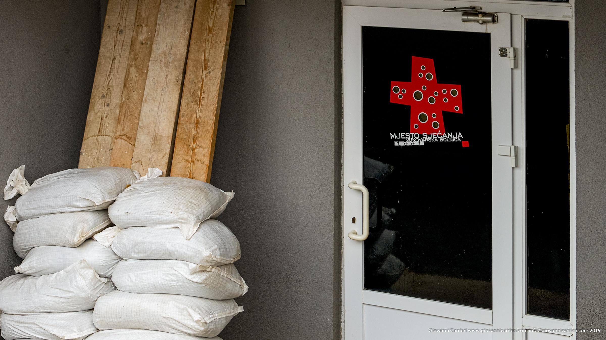 L'entrata protetta dell'ospedale di Vukovar