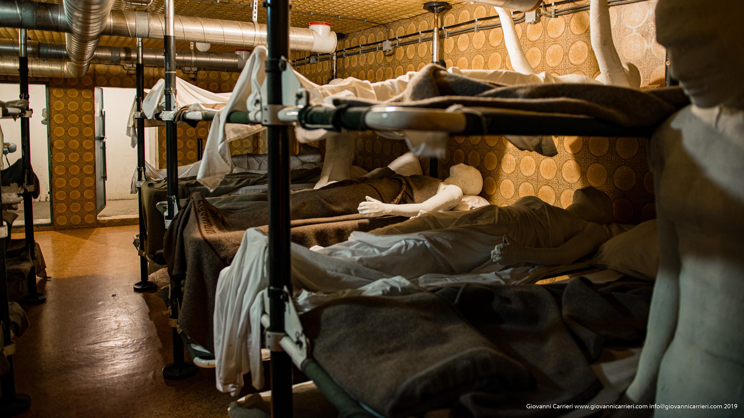 I ridotti spazi destinati ai degenti durante l'assedio nell'ospedale di Vukovar