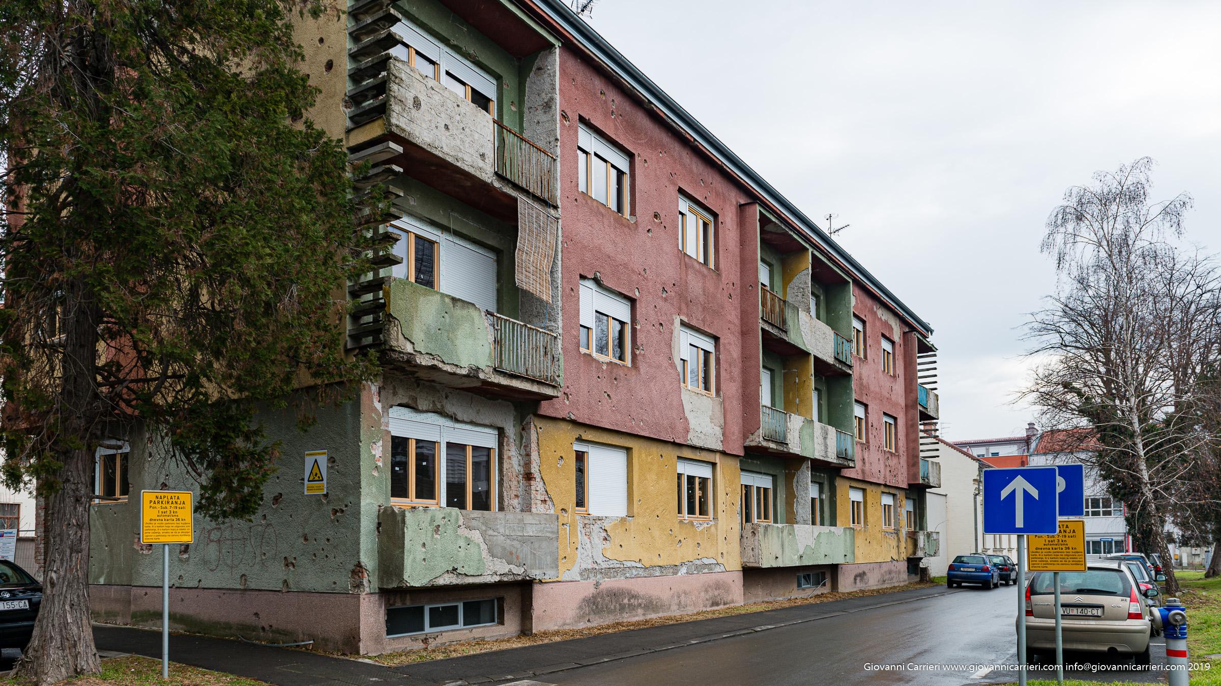 Firme serbe sulle mura croate di Vukovar