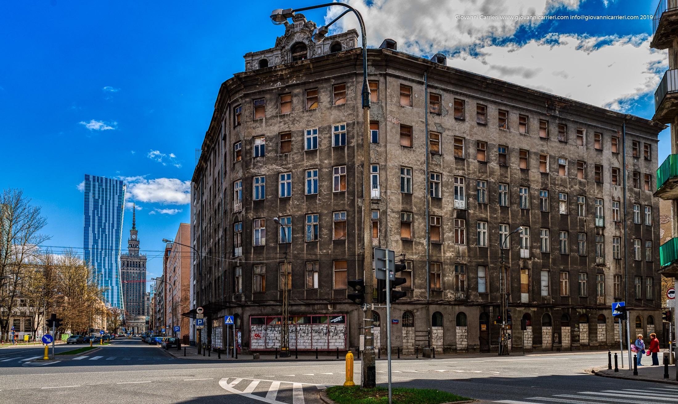 Il passato, il presente ed il futuro nelle costruzioni di Varsavia