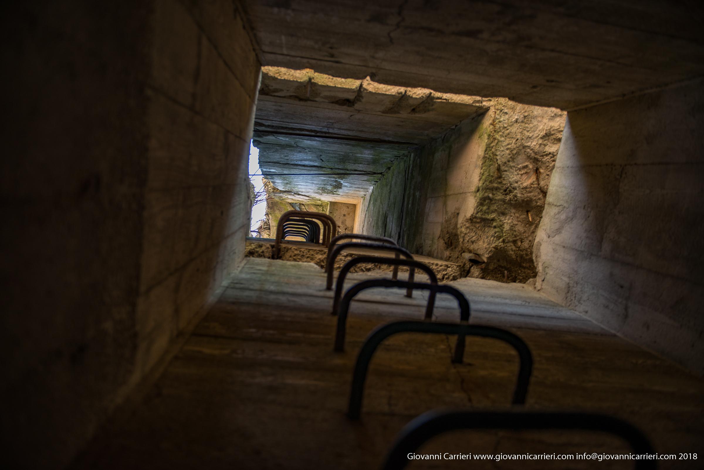 Dentro il bunker di Hitler, le scale che portano al sistema antiaereo