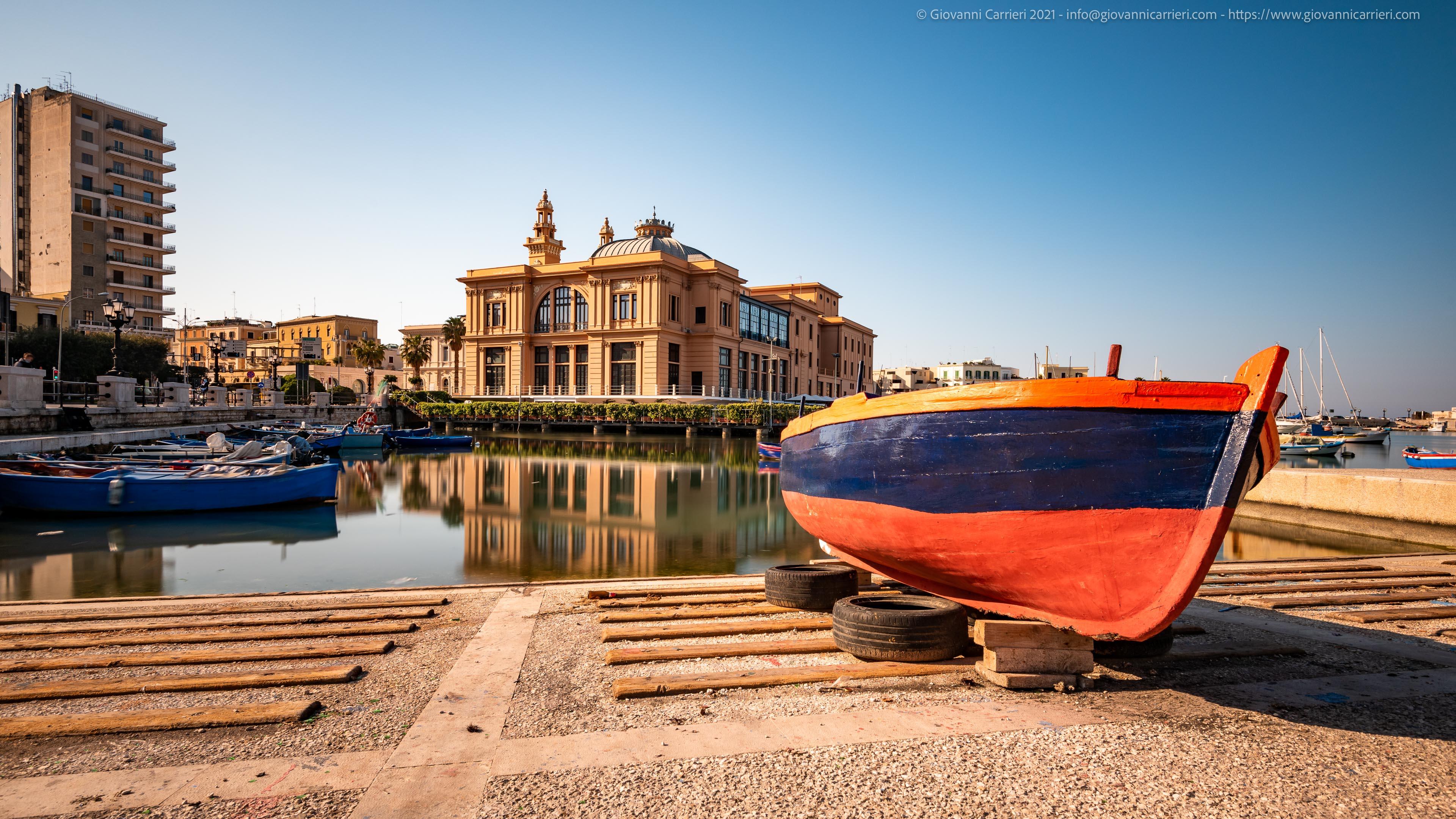 The city center of Bari One of the most characteristic places of Bari, which crosses Corso Vittorio Emanuele, Corso Cavour with the waterfront Araldo di Crollalanza