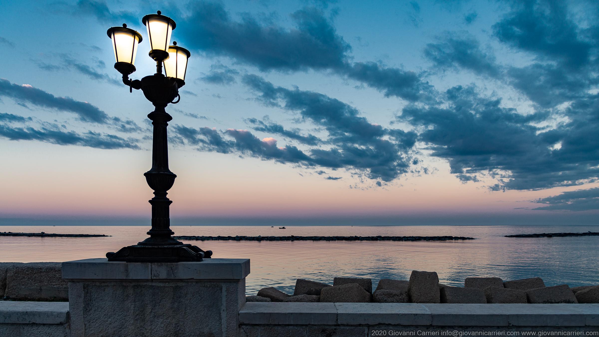 Il lampione sul lungomare, Bari