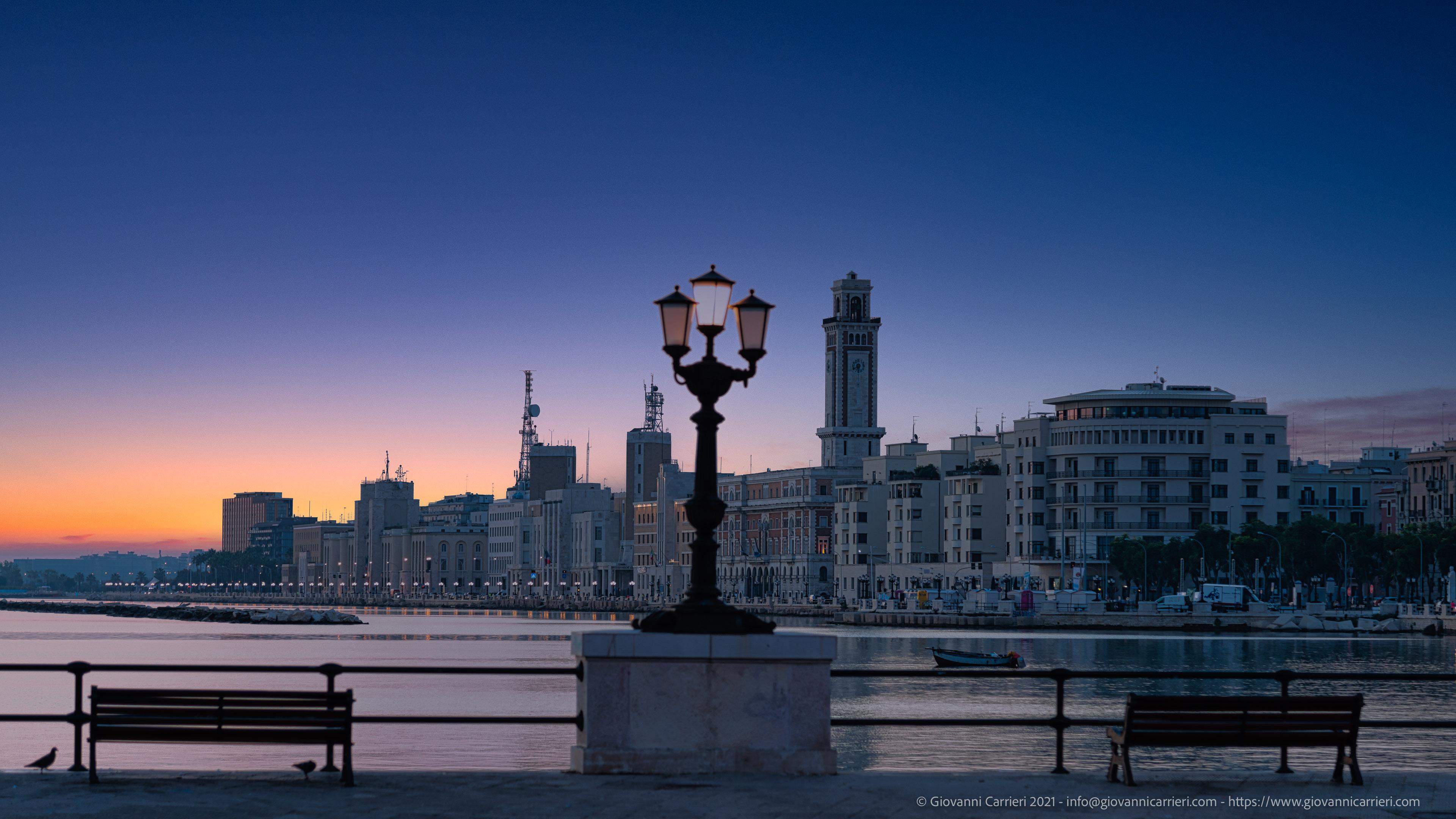 Bari, waterfront Il lungomare visto all'alba dal molo San Nicola