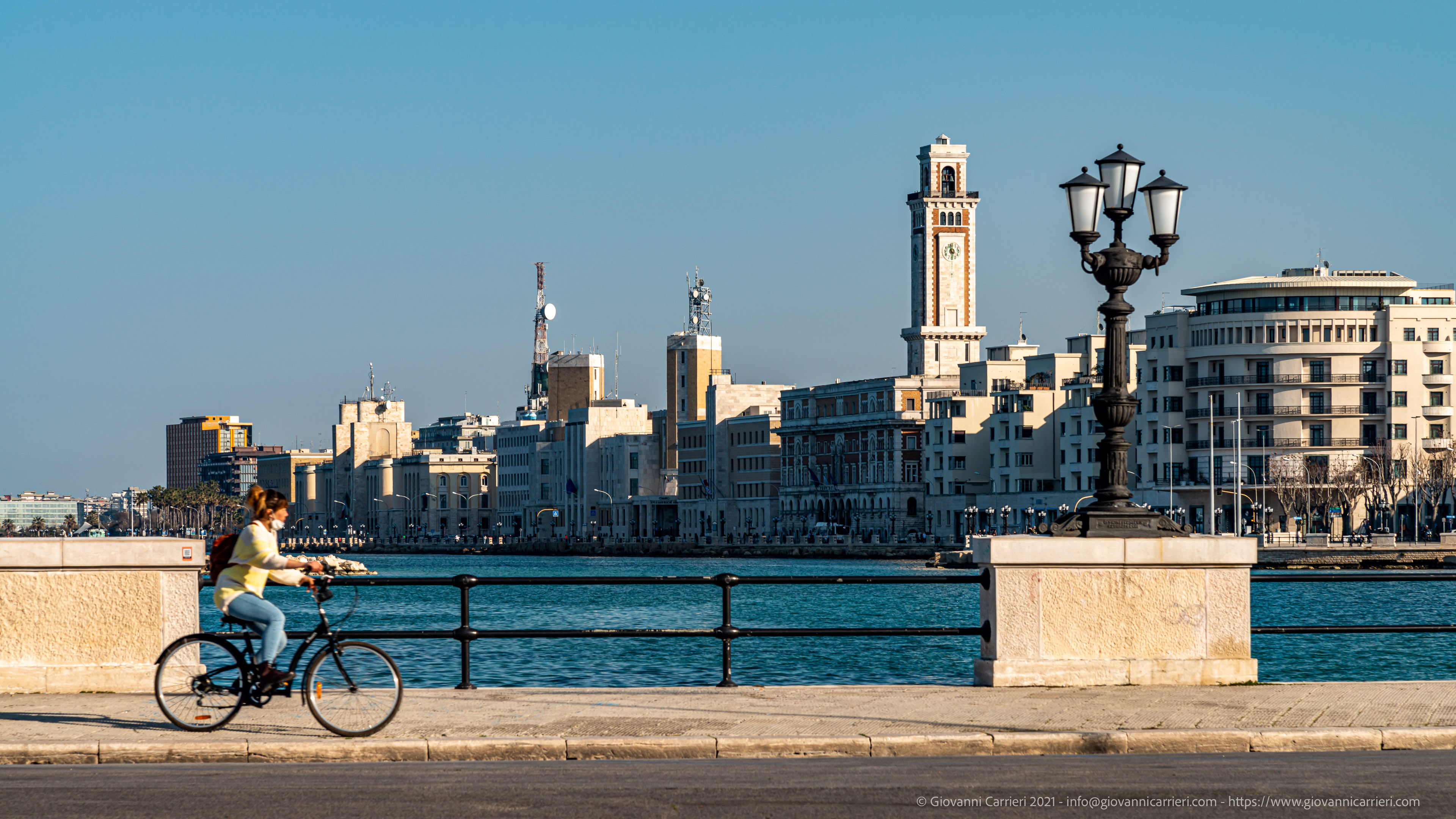 The bicycle, the covid, and the waterfront of Bari The bicycle, the covid, and the Bari waterfront without the benches