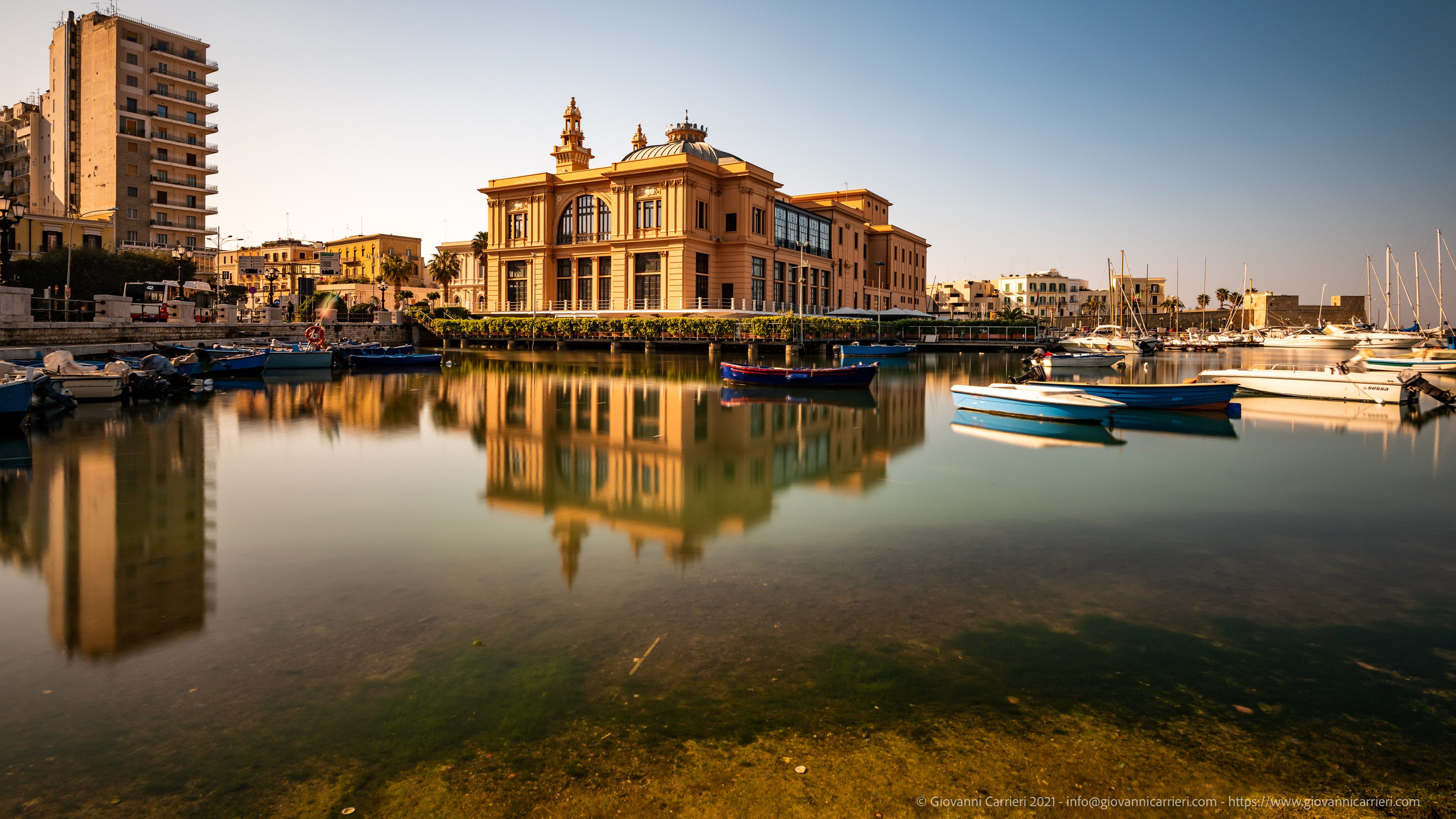 Bari, The Margherita Theater The Margherita theater and the arrival of spring in Bari