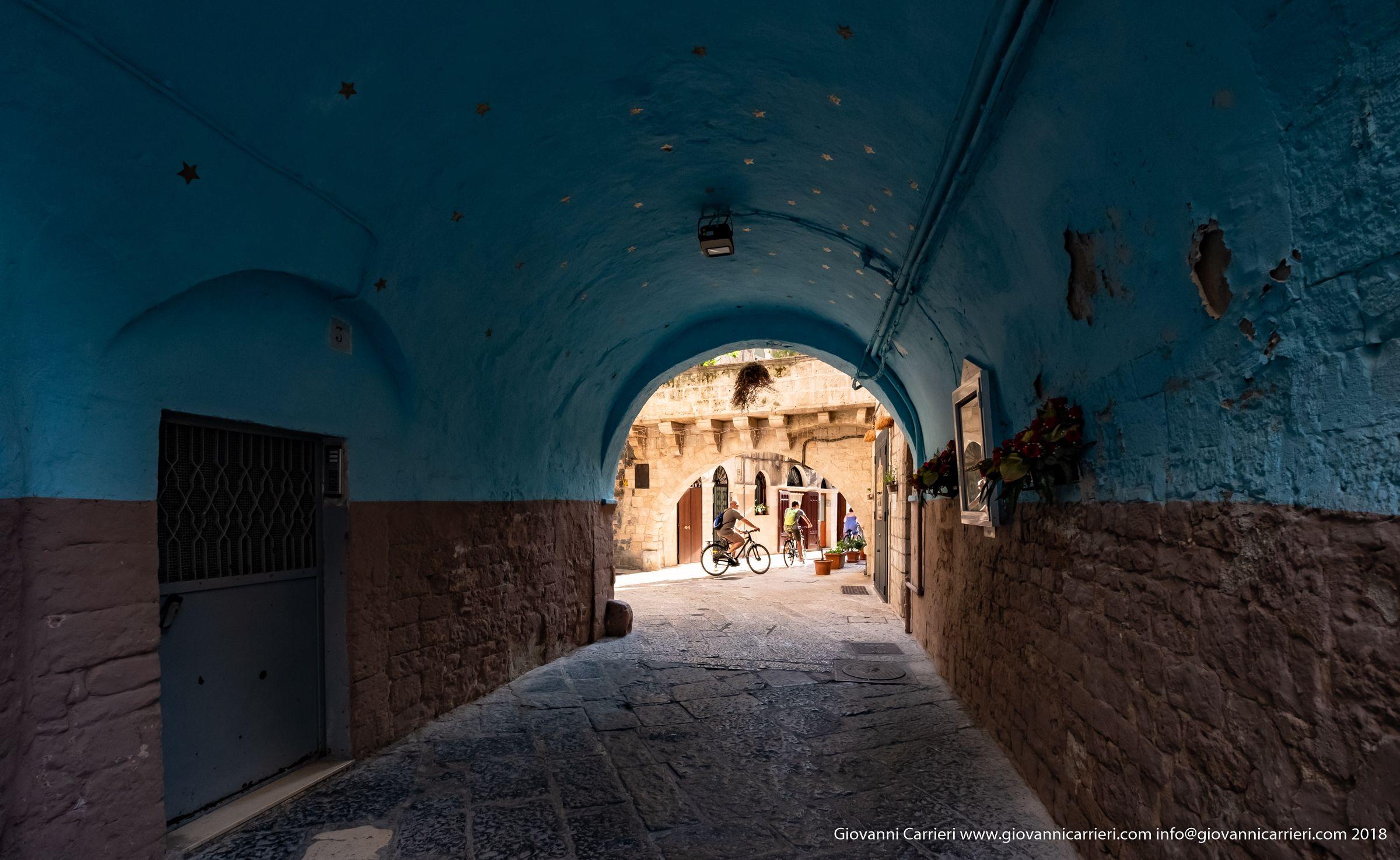 Tra le viuzze di Bari vecchia e gli archi