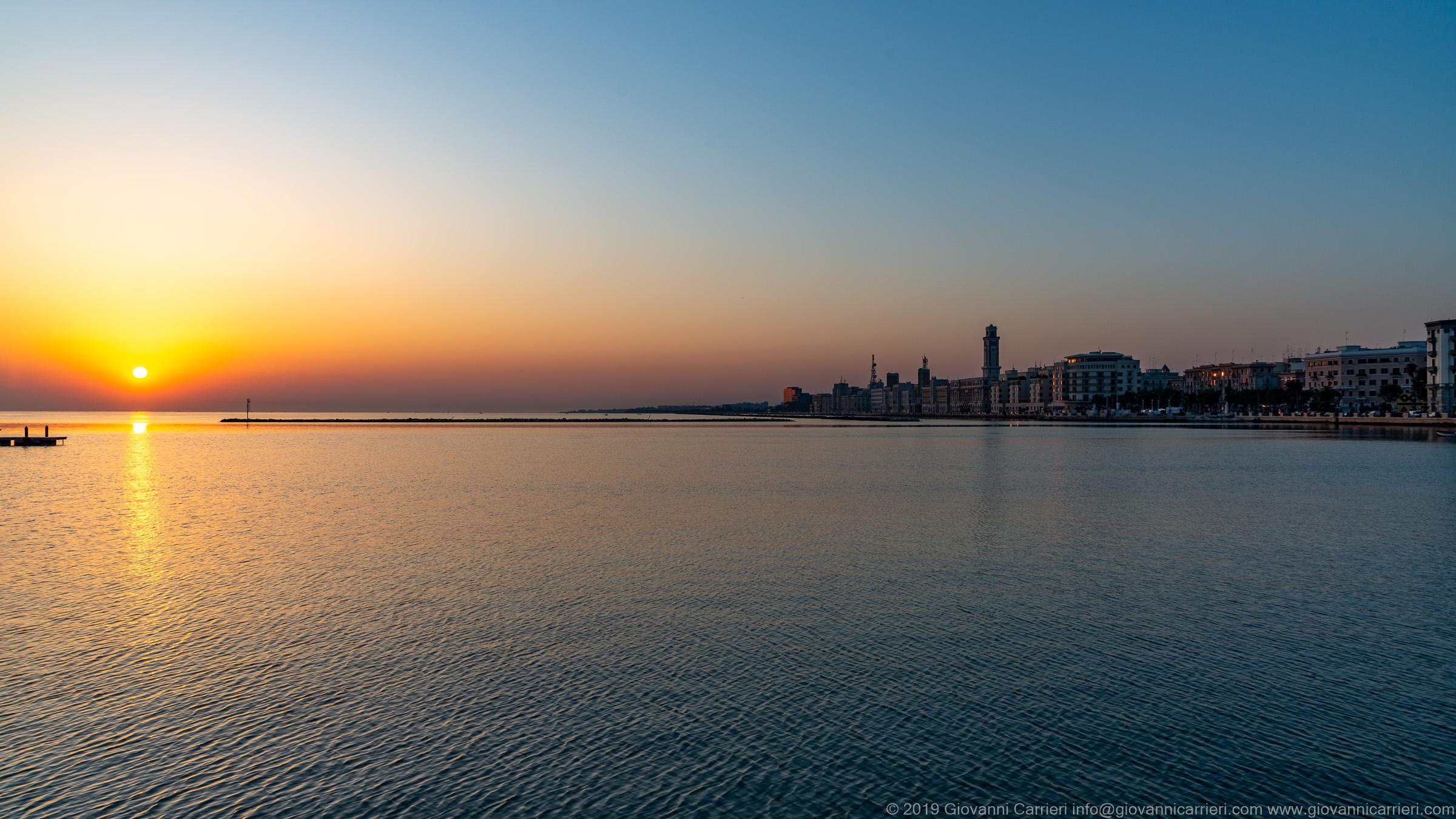 La Puglia, l'alba, ed il lungomare di Bari