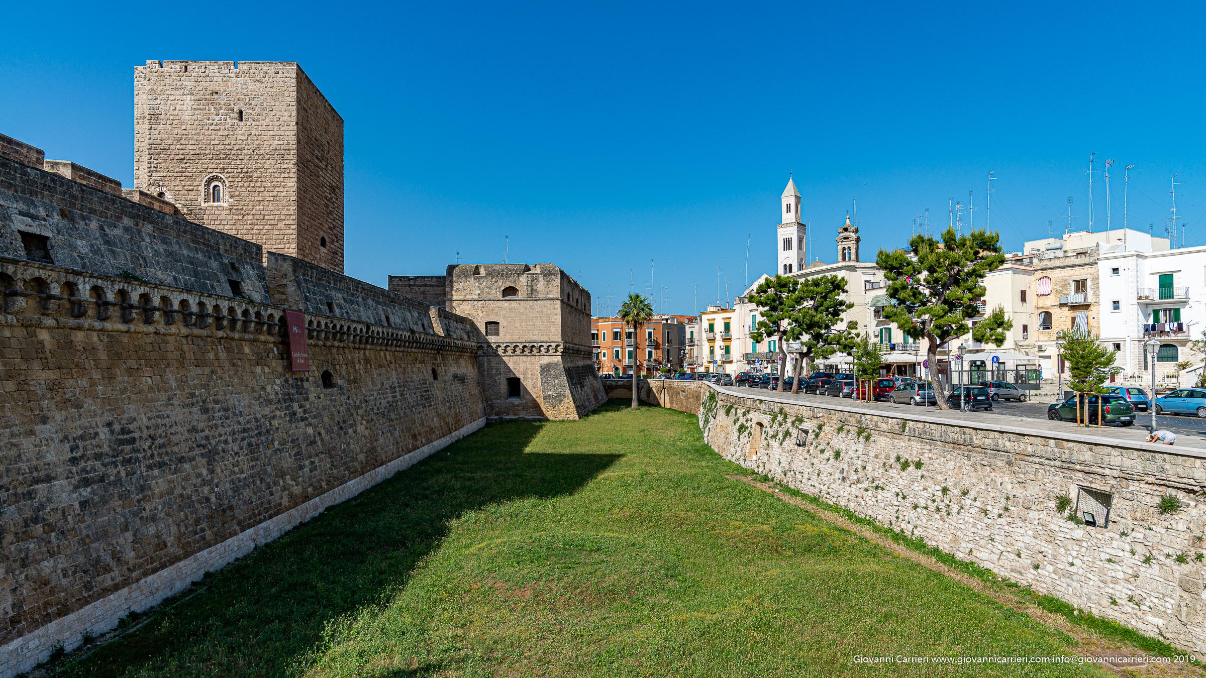 Il fossato del Castello Svevo di Bari
