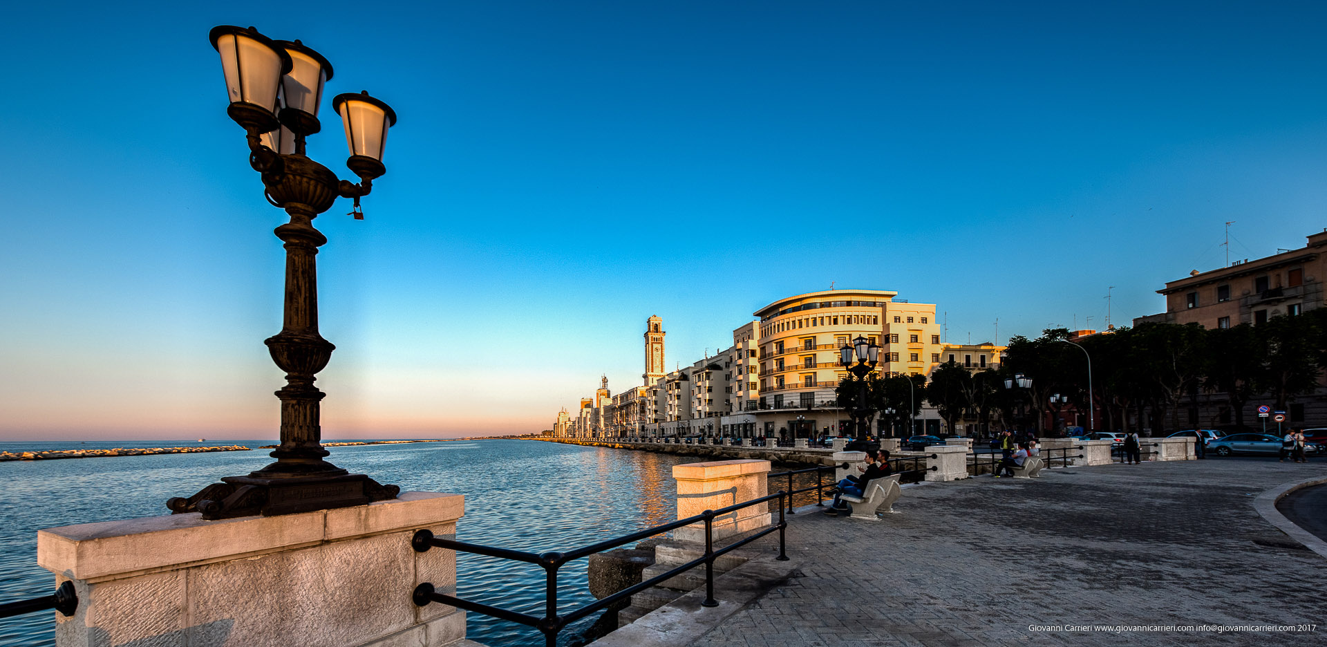 I lampioni sul lungomare di Bari