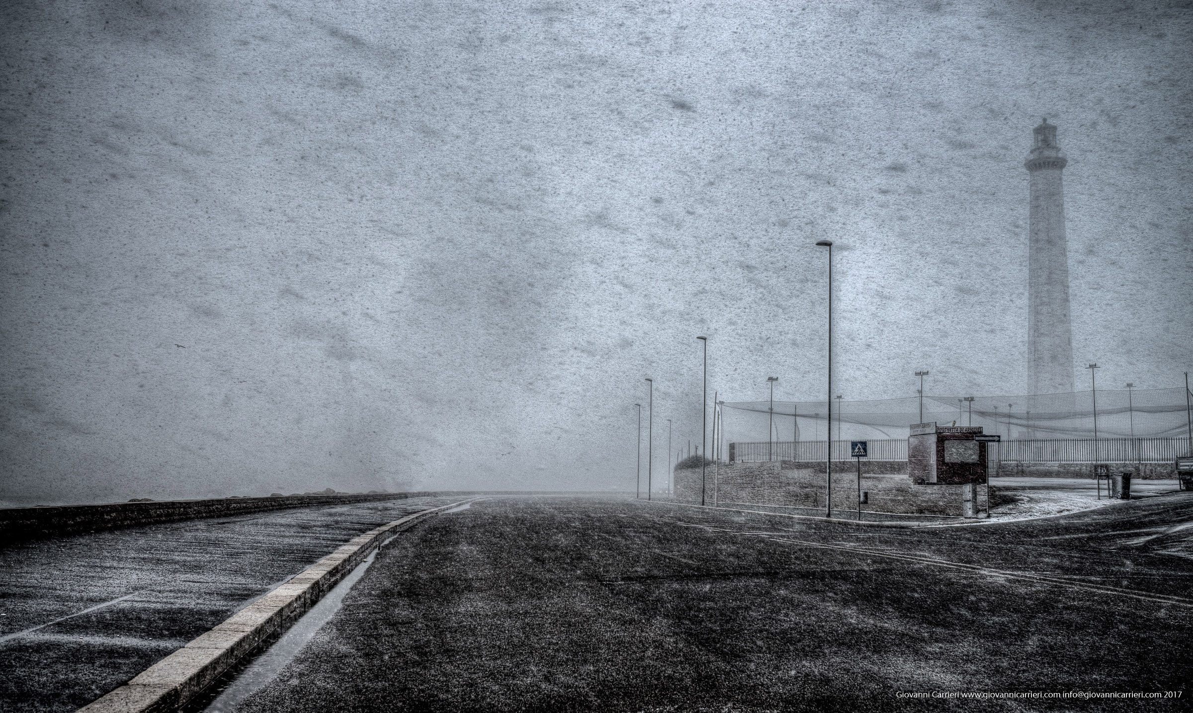 Lungomare Starita durante la bufera di neve, Bari