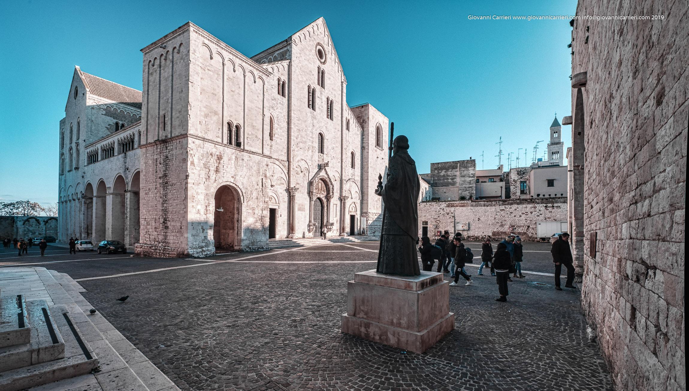La Basilica di San Nicola e la statua di San Nicola
