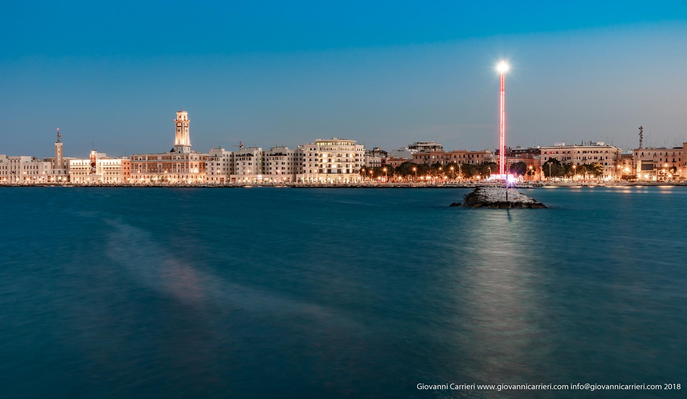 La torre panoramica installata a Bari in largo Giannella