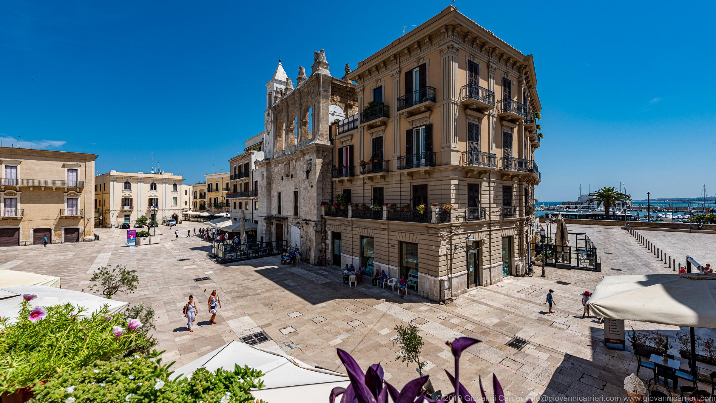 Vista di Piazza Mercantile e di Piazza Ferrarese