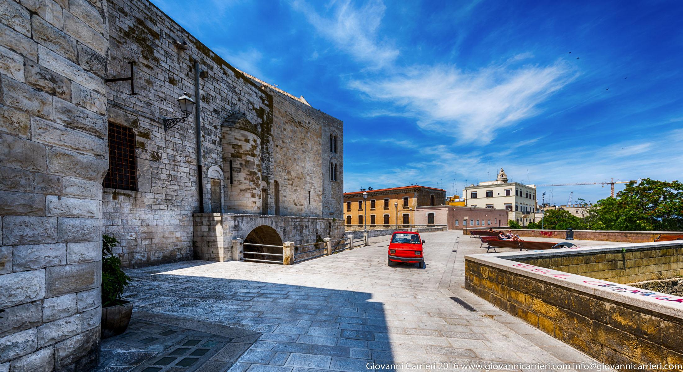 Via Venezia, la Muraglia di Bari vecchia