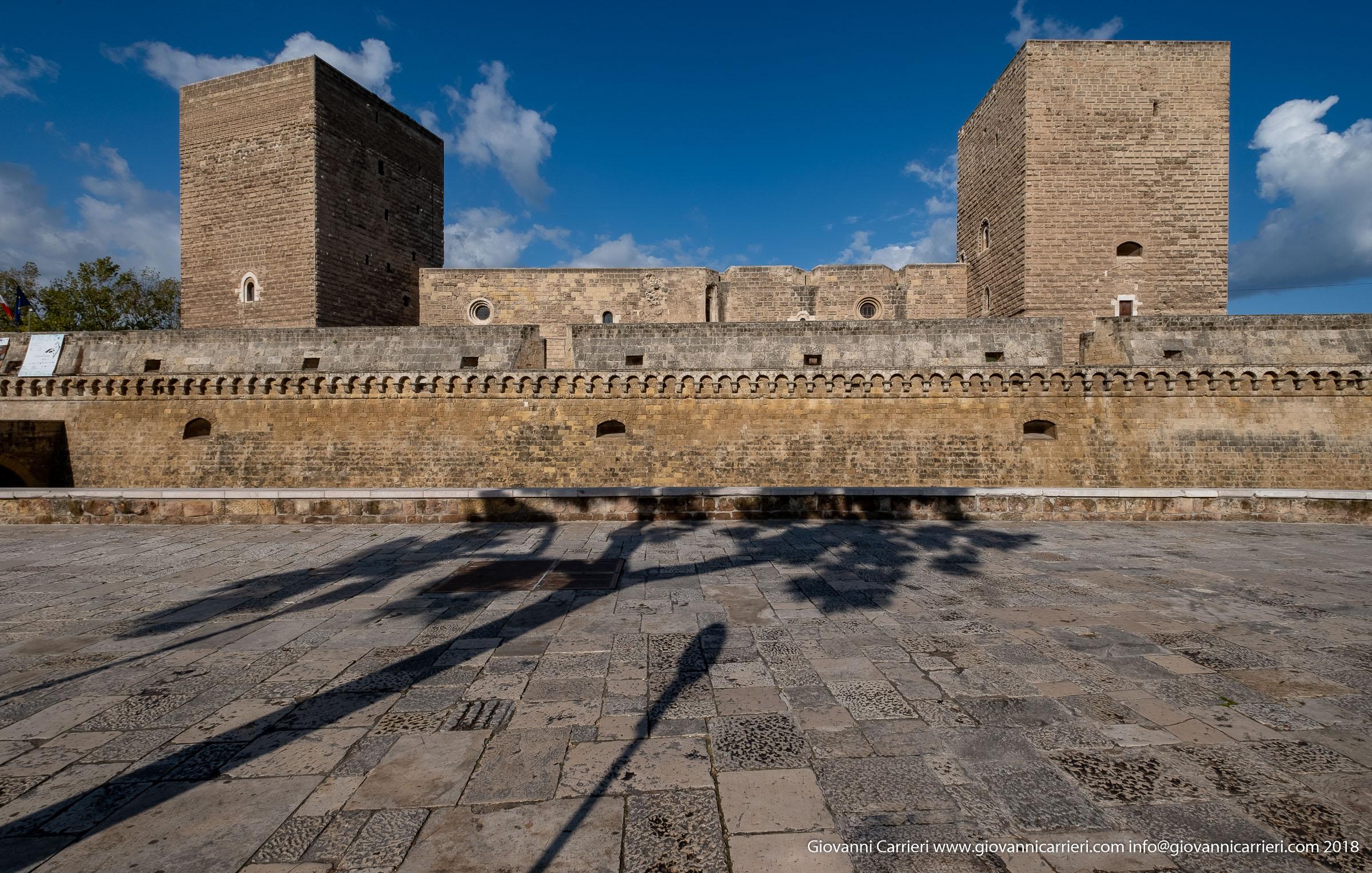 Vista frontale del Castello Normanno Svevo, Bari