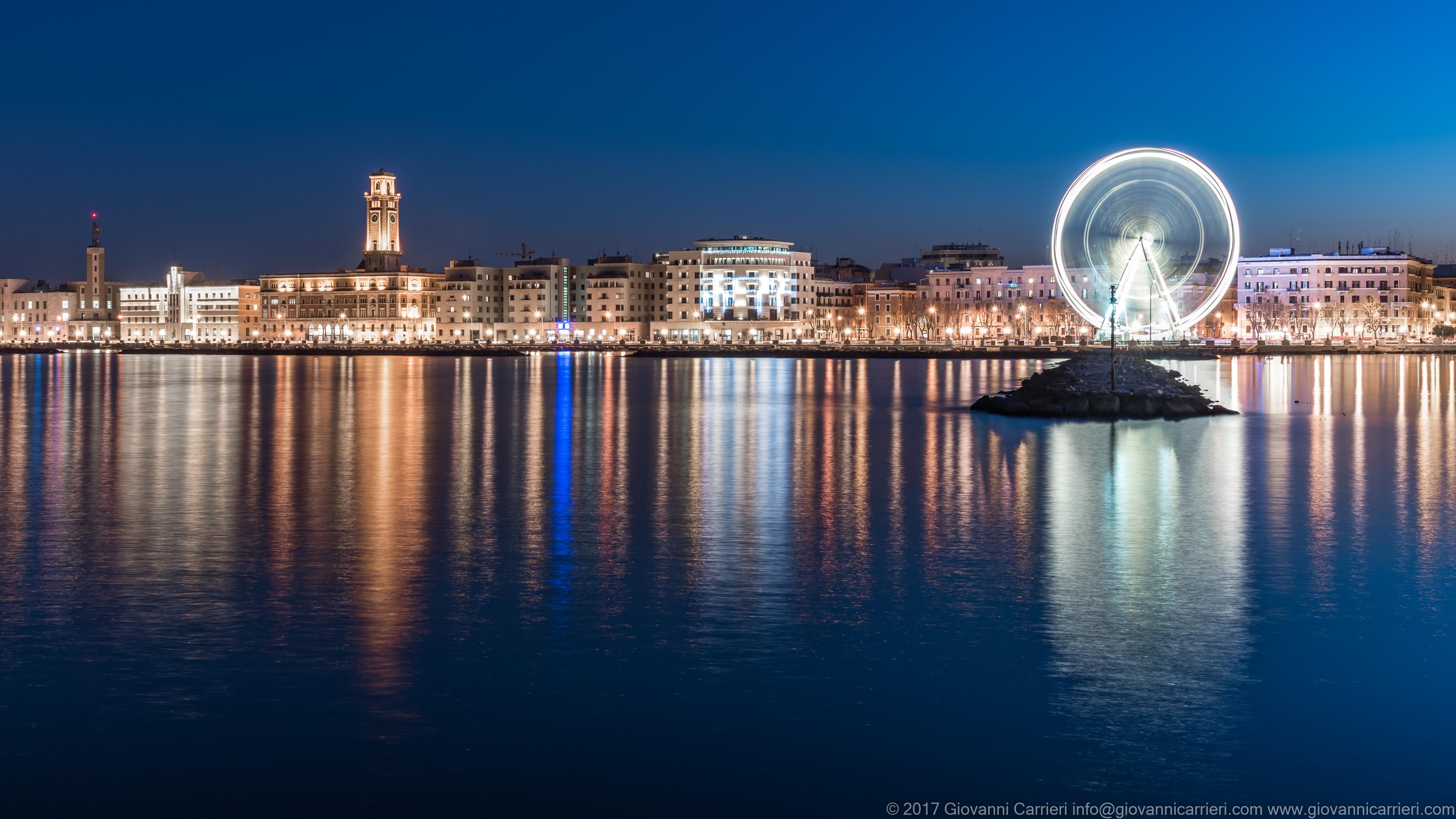 La ruota panoramica di Bari in occasione del natale 2017