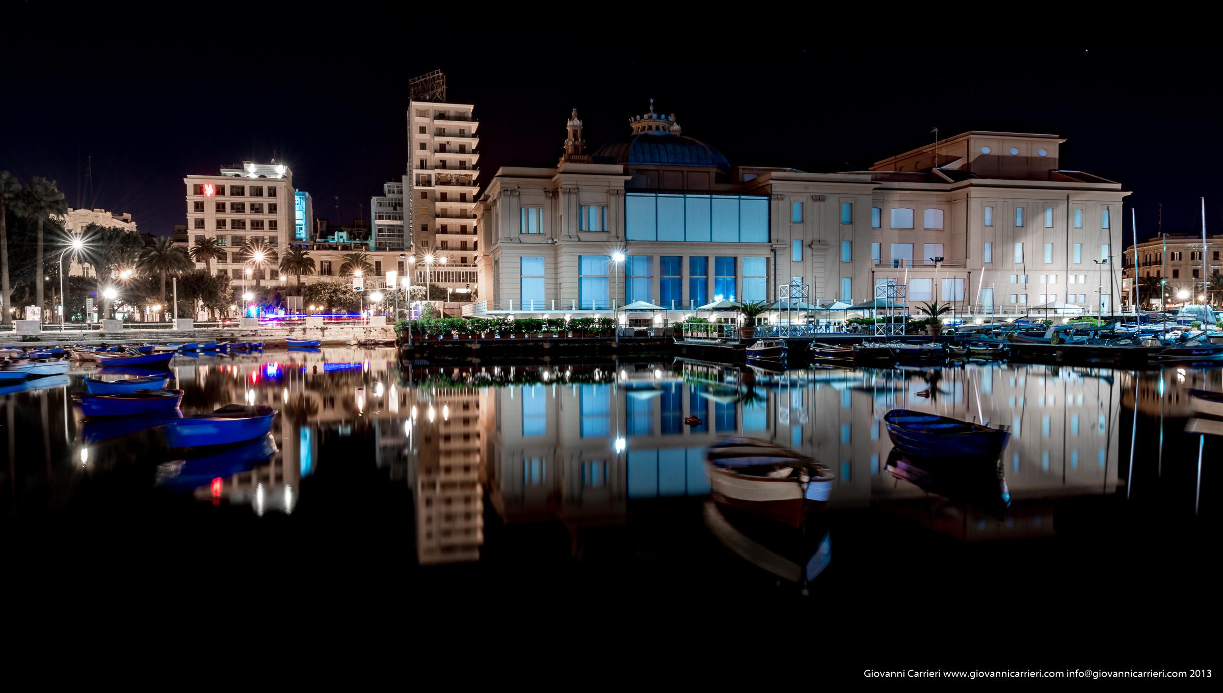 Vista panoramica in notturna del Teatro Margherita