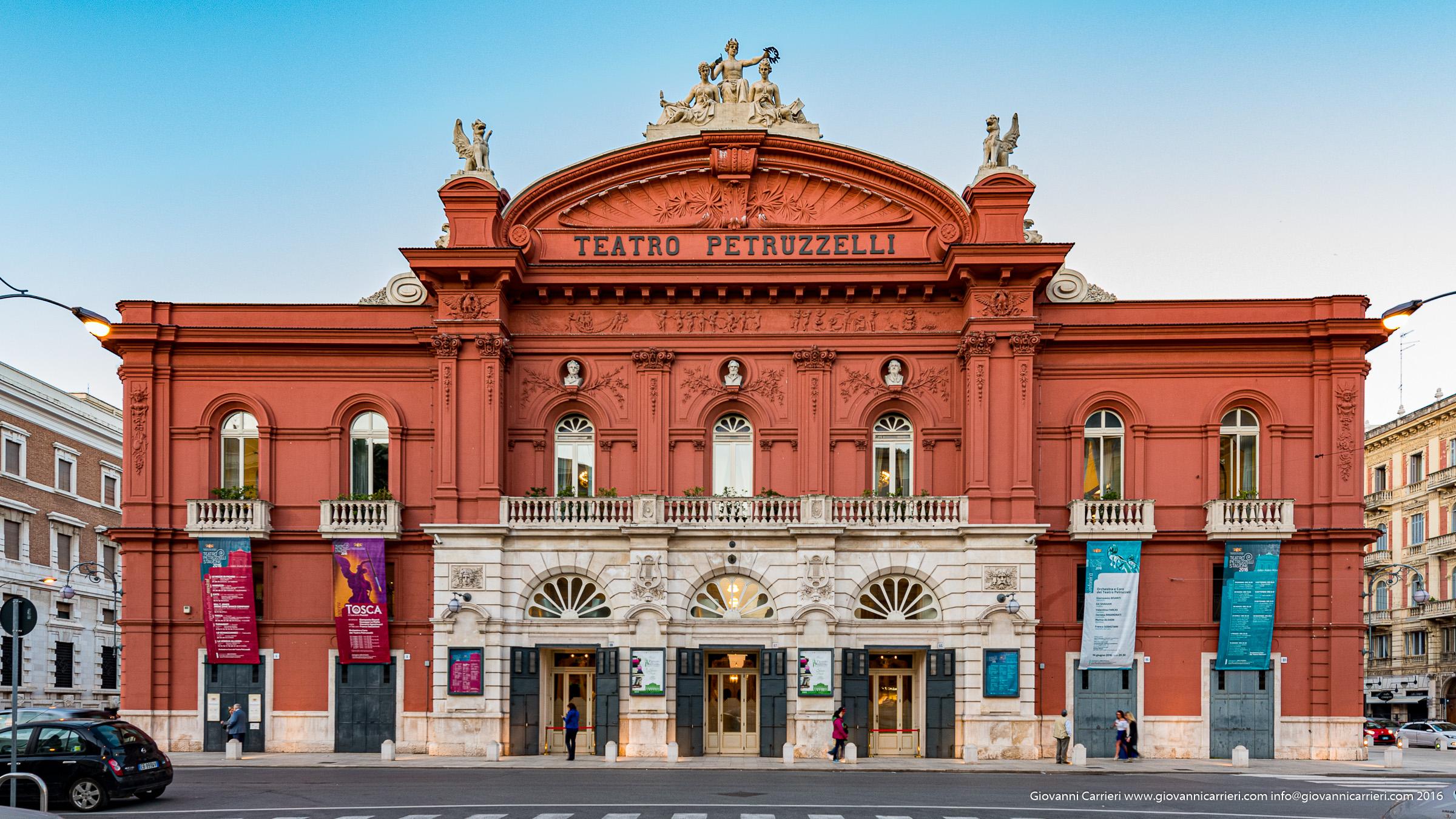 Il Teatro Petruzzelli, vista frontale