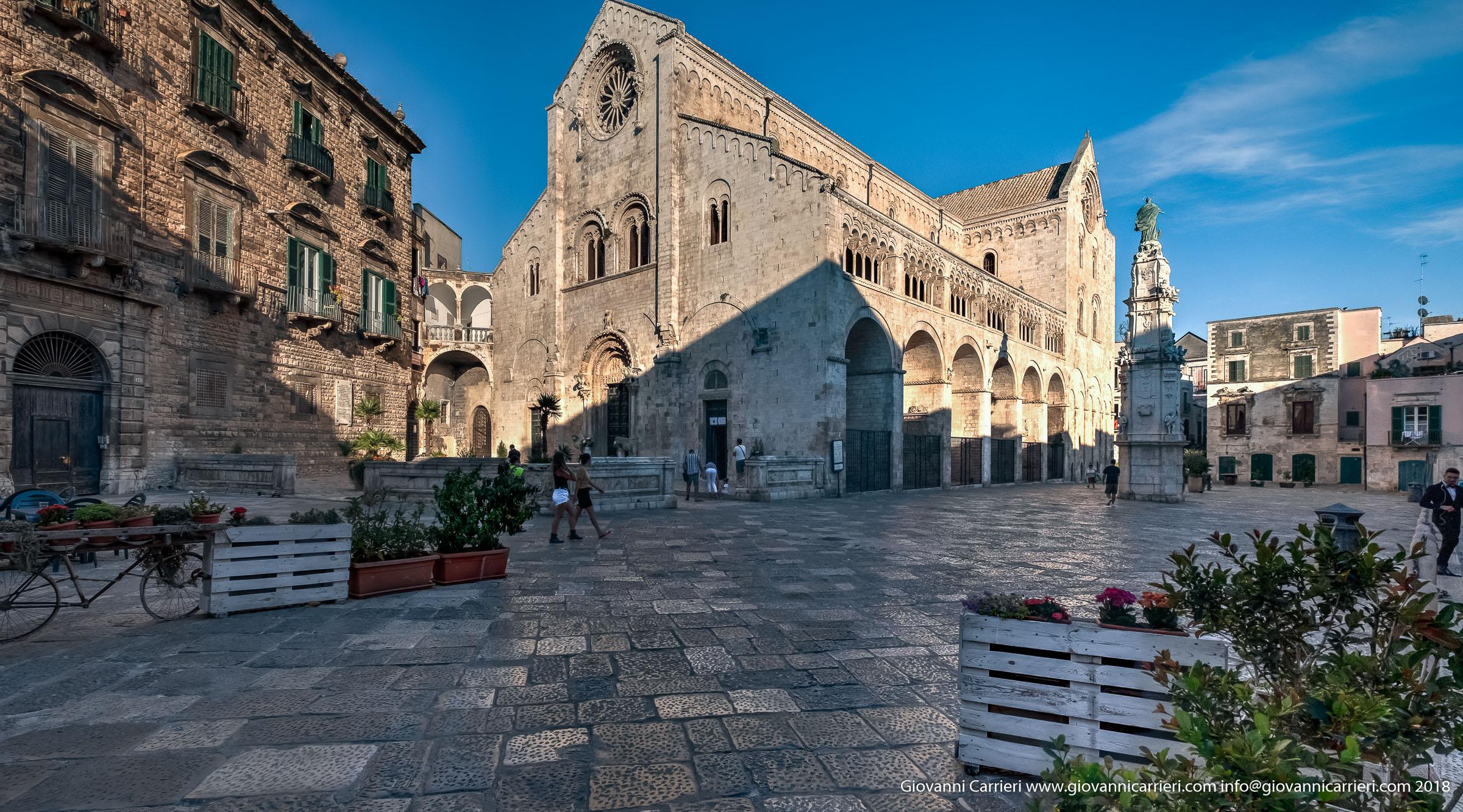 Vista frontale della Cattedrale San Valentino, Bitonto