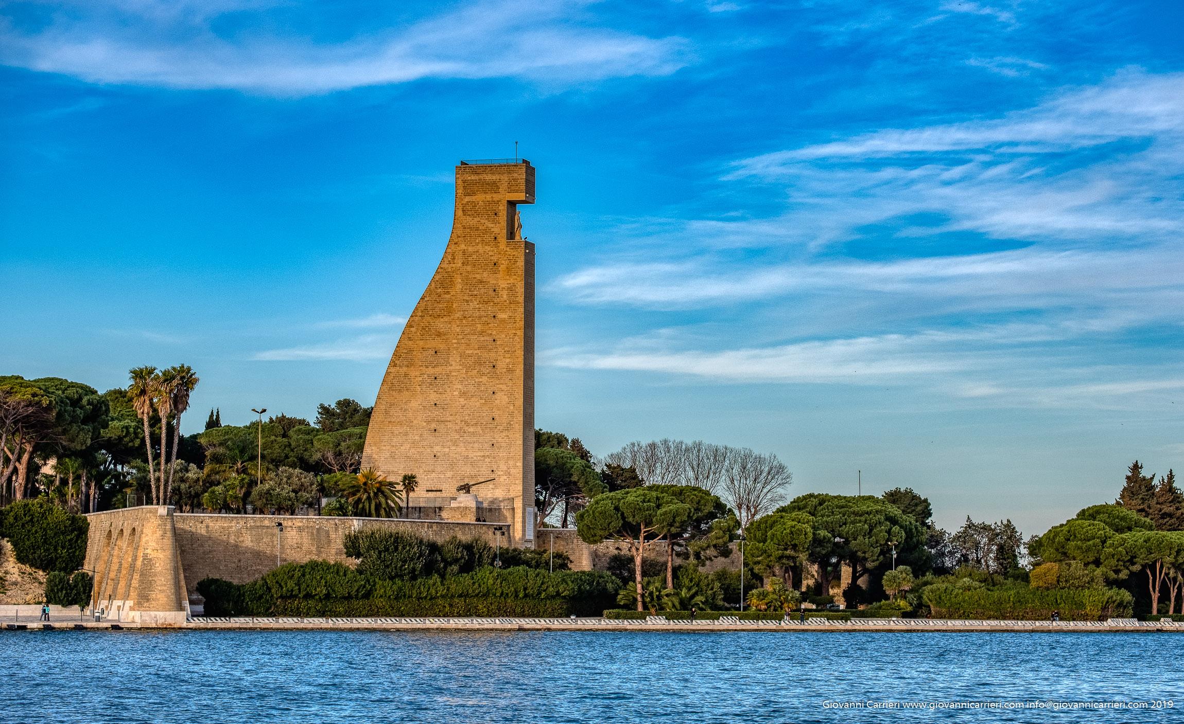 Veduta del Monumento al Marinaio d'Italia, Brindisi