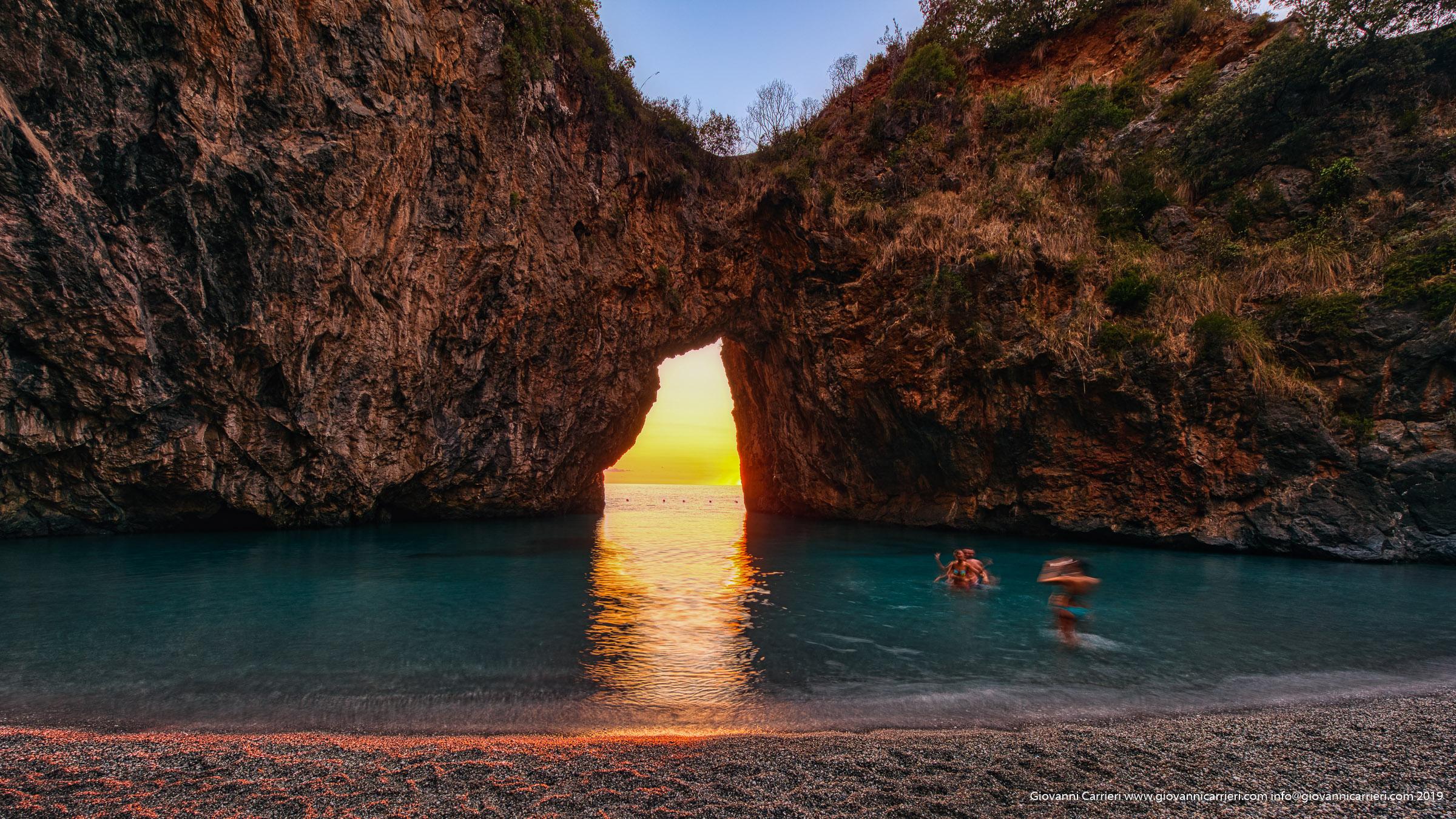 La spiaggia dell'Arcomagno al tramonto