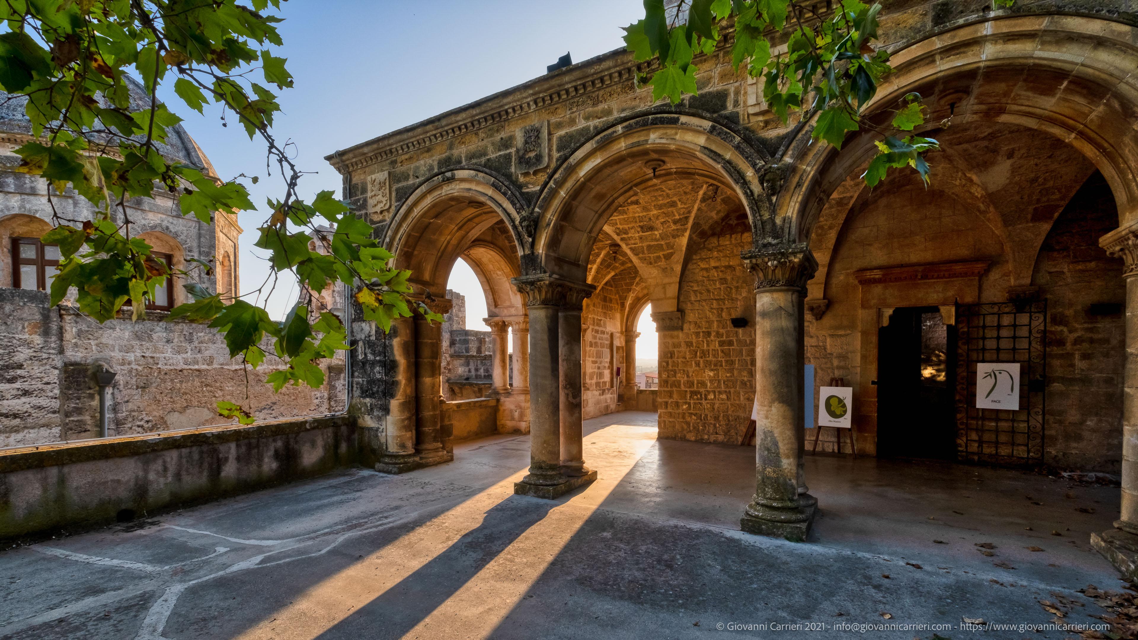 La loggia del Castello Dentice di Frasso La splendida loggia del Castello Dentice di Frasso