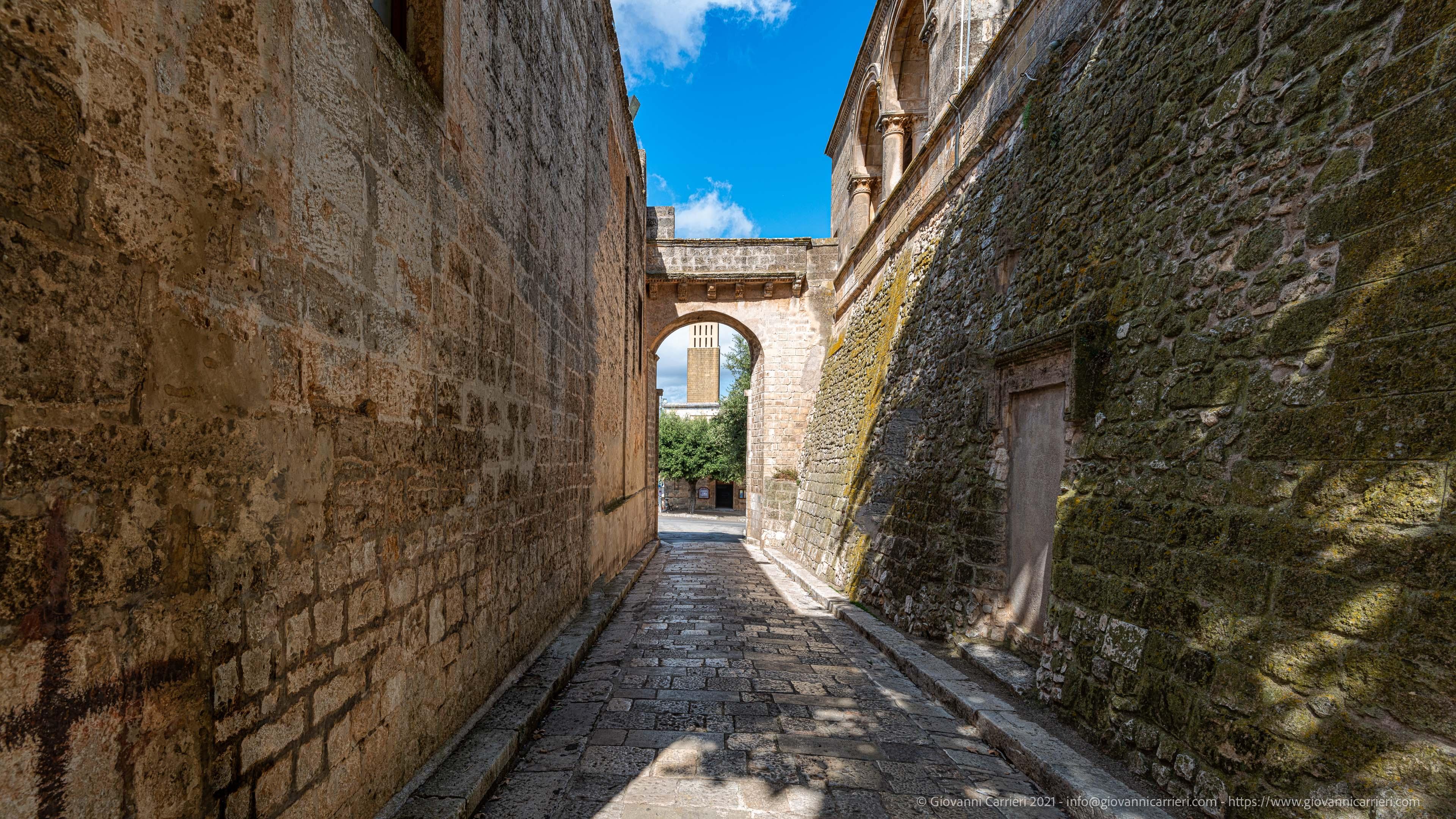 Via Sant'Anna Tra le mura del Castello e la Cappella