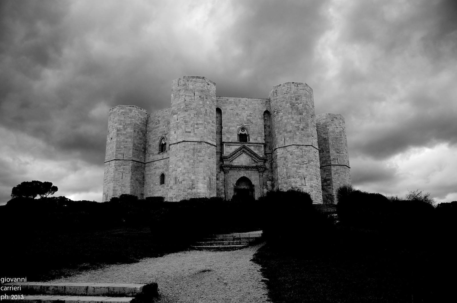 Castel del Monte in bianco e nero