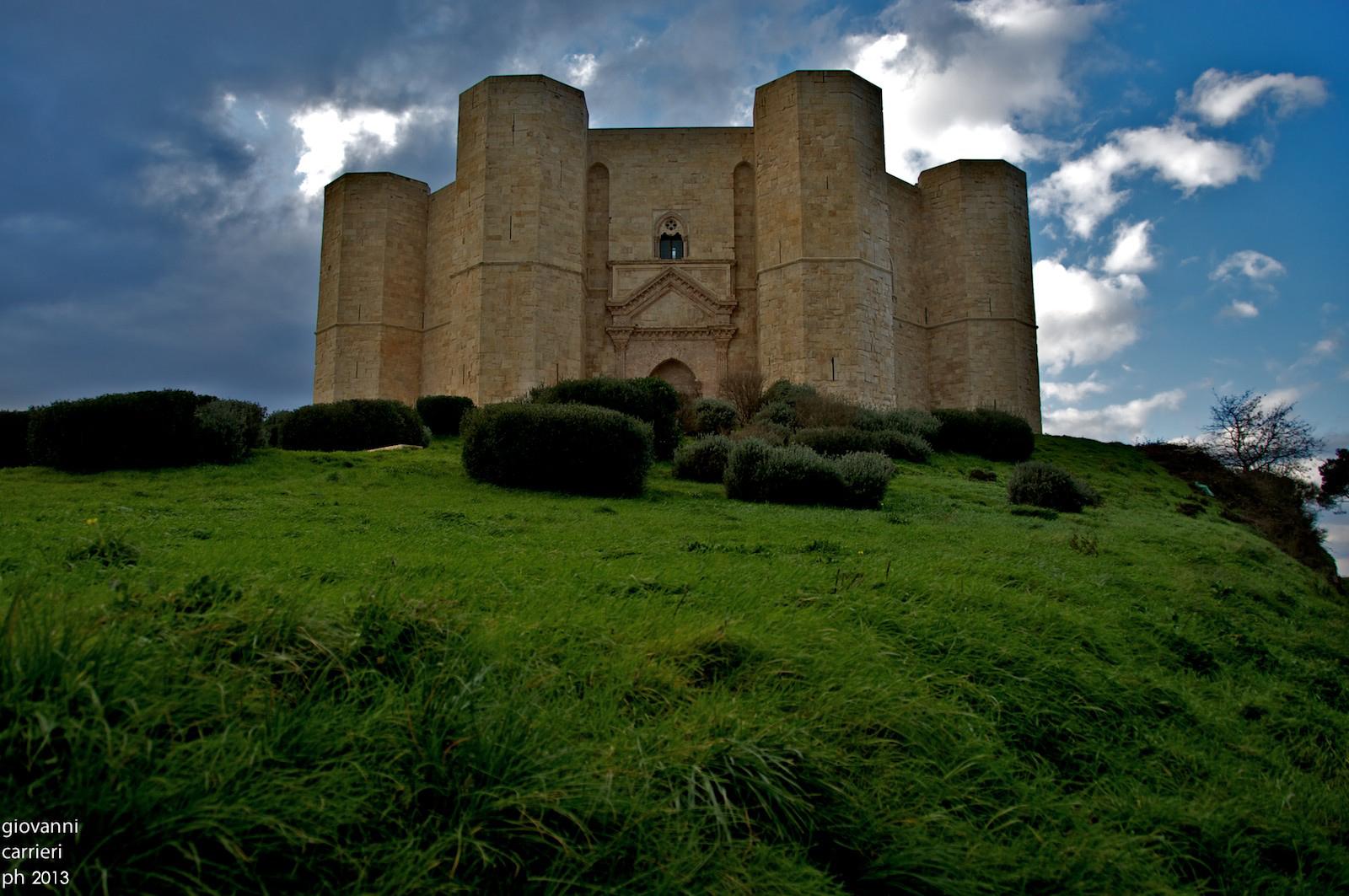 Vista frontale di Castel del Monte