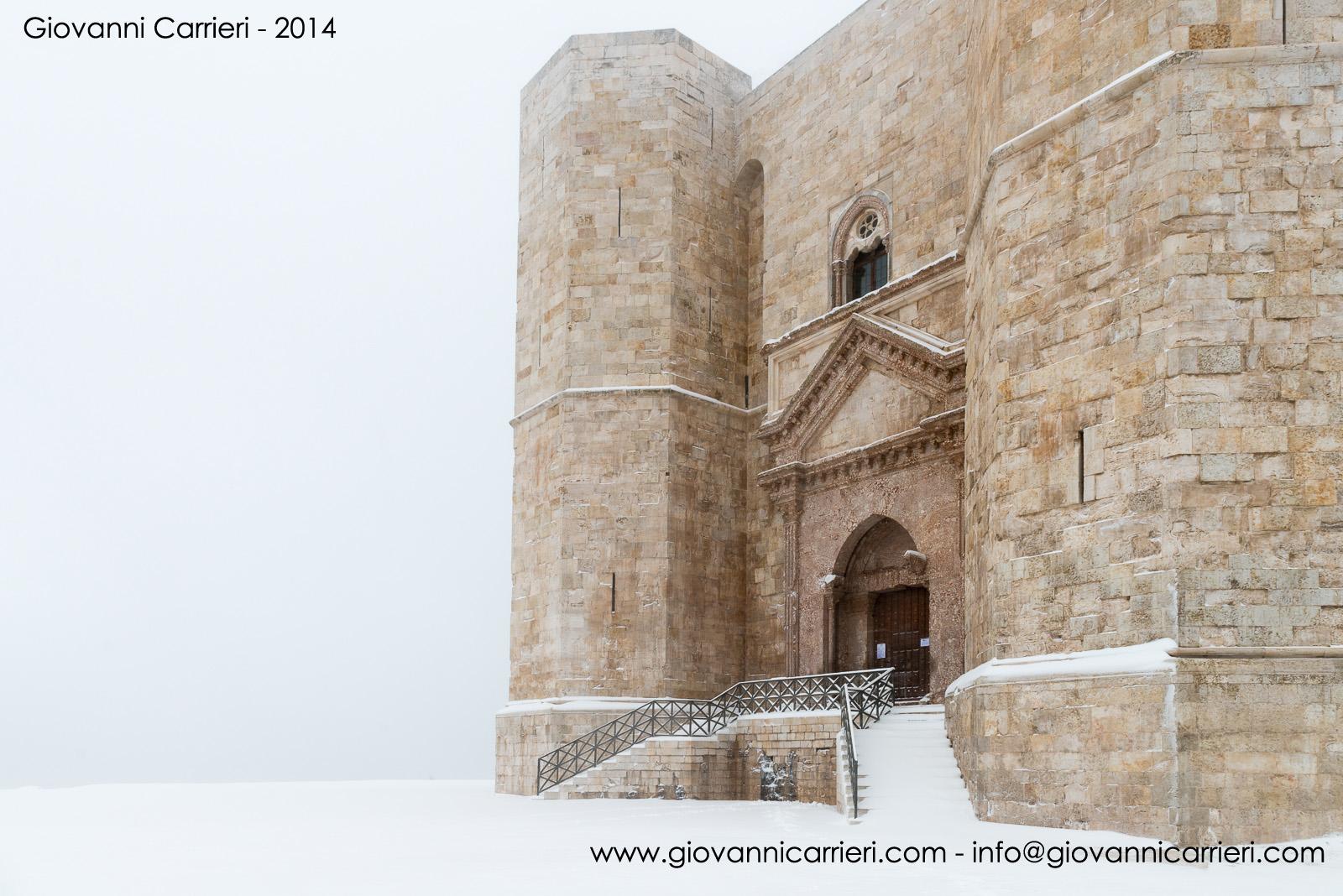 L'ingresso di Castel del Monte innevato